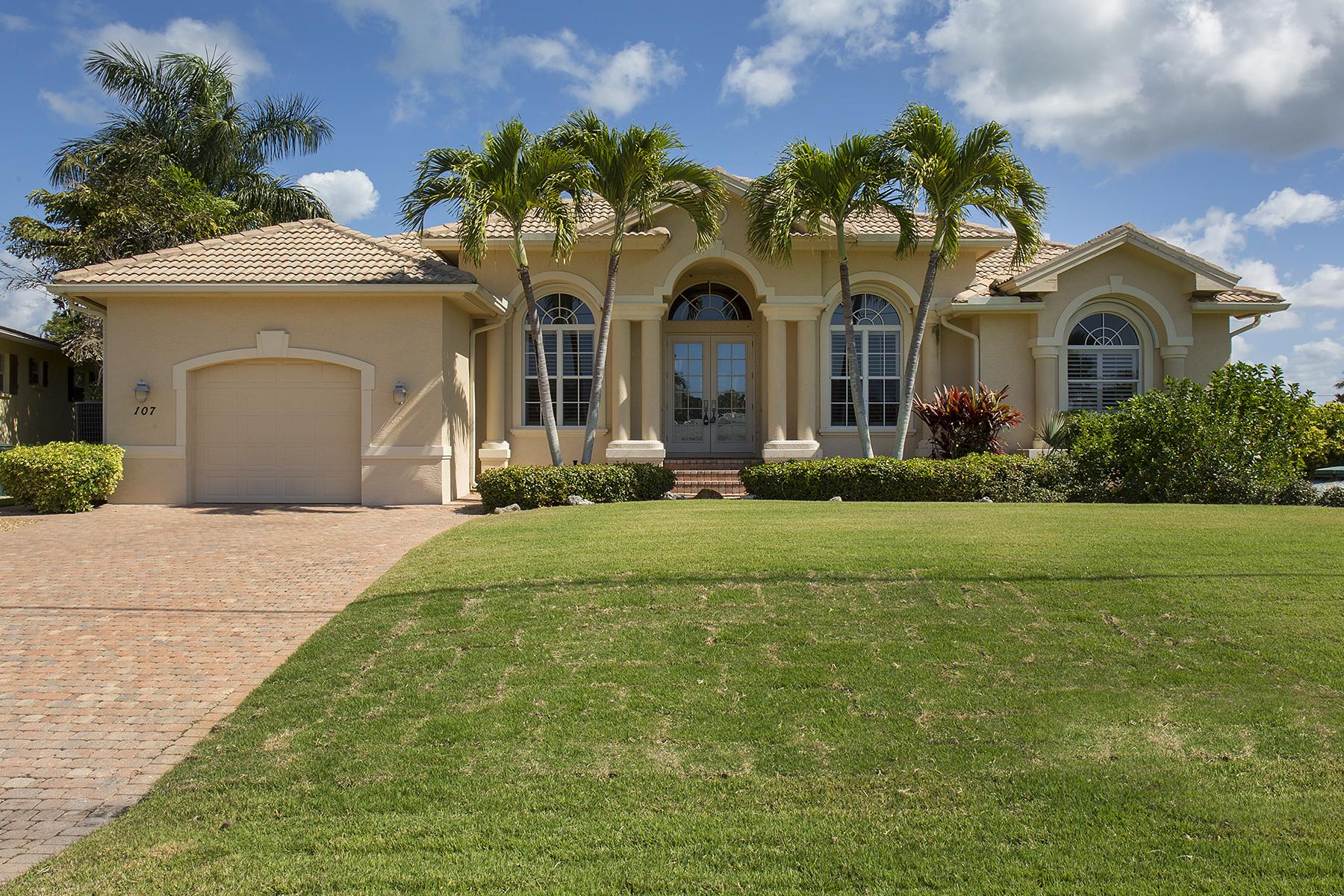 獨棟家庭住宅 為 出售 在 ISLES OF CAPRI 107 San Salvador St Naples, 佛羅里達州, 34113 美國
