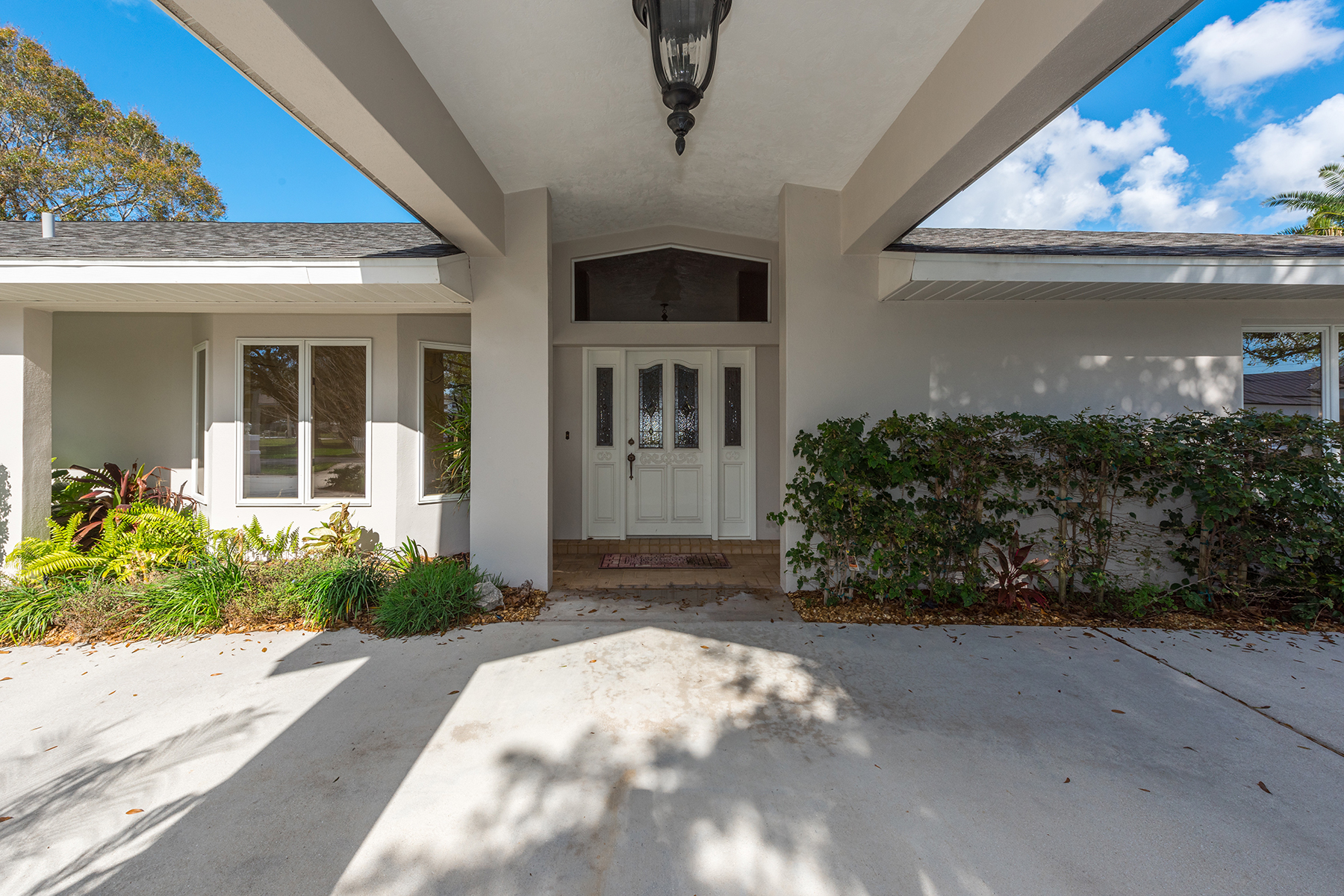 Single Family Home for Sale at FOREST LAKES 3211 E Forest Lake Dr, Sarasota, Florida, 34232 United States