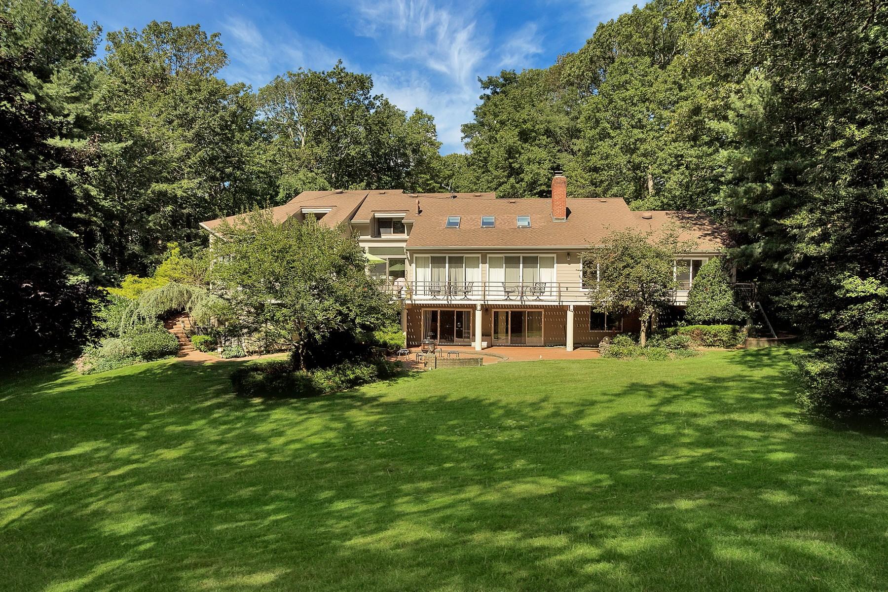 واحد منزل الأسرة للـ Sale في 28 Timber Ridge Dr , Laurel Hollow, NY 11771 28 Timber Ridge Dr, Laurel Hollow, New York, 11771 United States