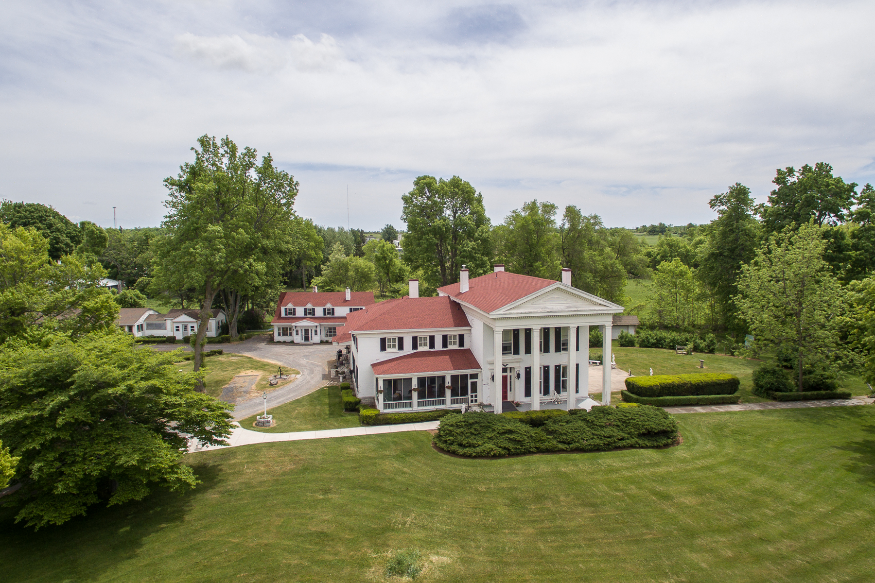 Additional photo for property listing at Cape Vincent Estate 31429  County Route 6 Cape Vincent, Нью-Йорк 13618 Соединенные Штаты