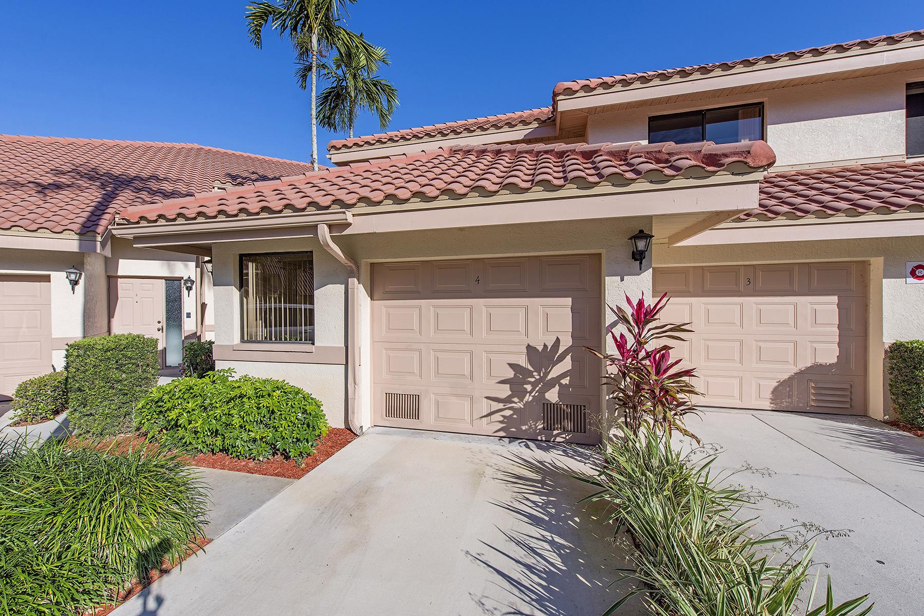 Condominio por un Venta en BERKSHIRE LAKES - COACH HOMES 174 Bennington Dr 4 Naples, Florida, 34104 Estados Unidos