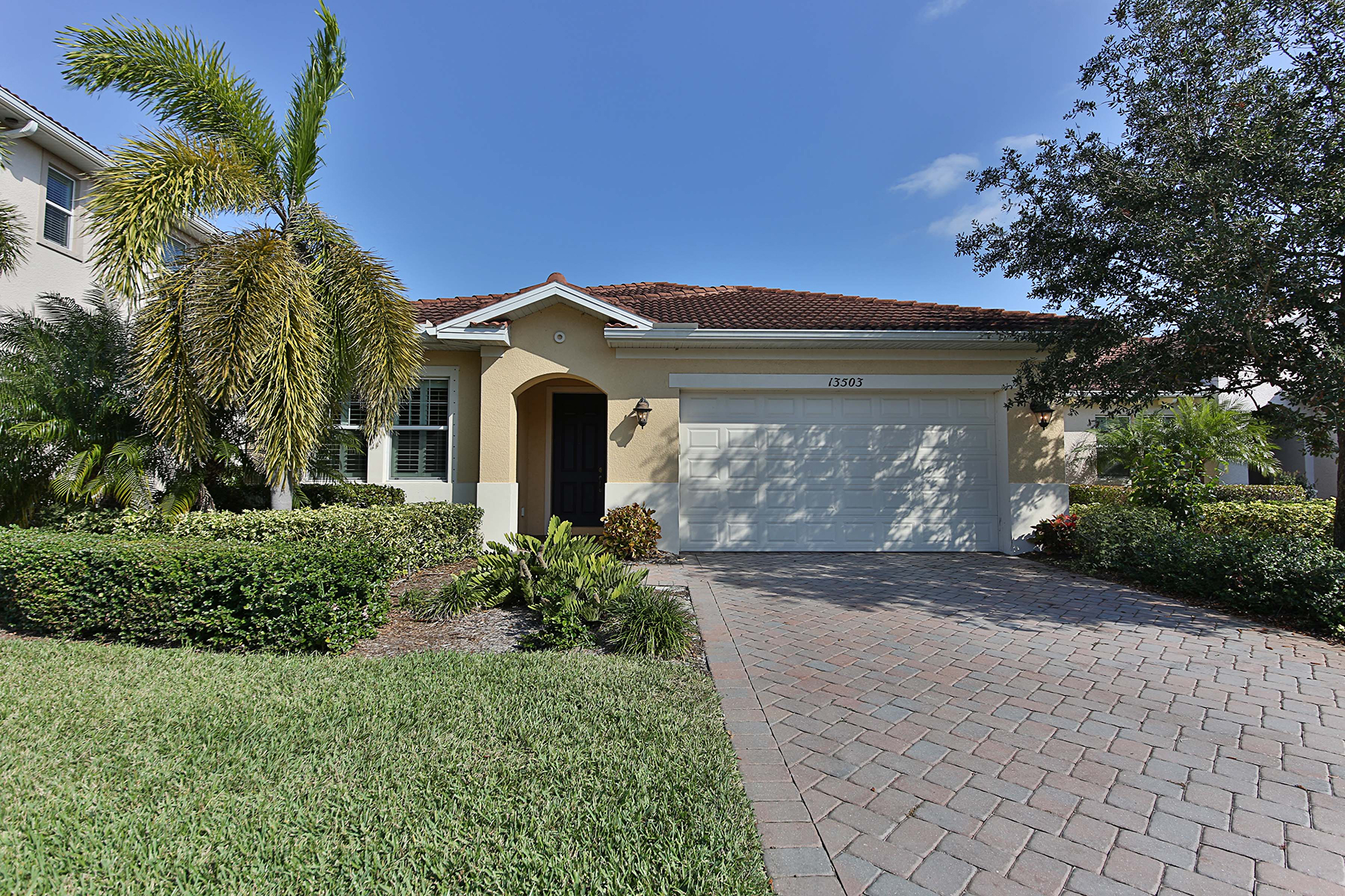 Single Family Home for Sale at MANCHESTER SQUARE 13503 Cambridge Ln, Naples, Florida 34109 United States