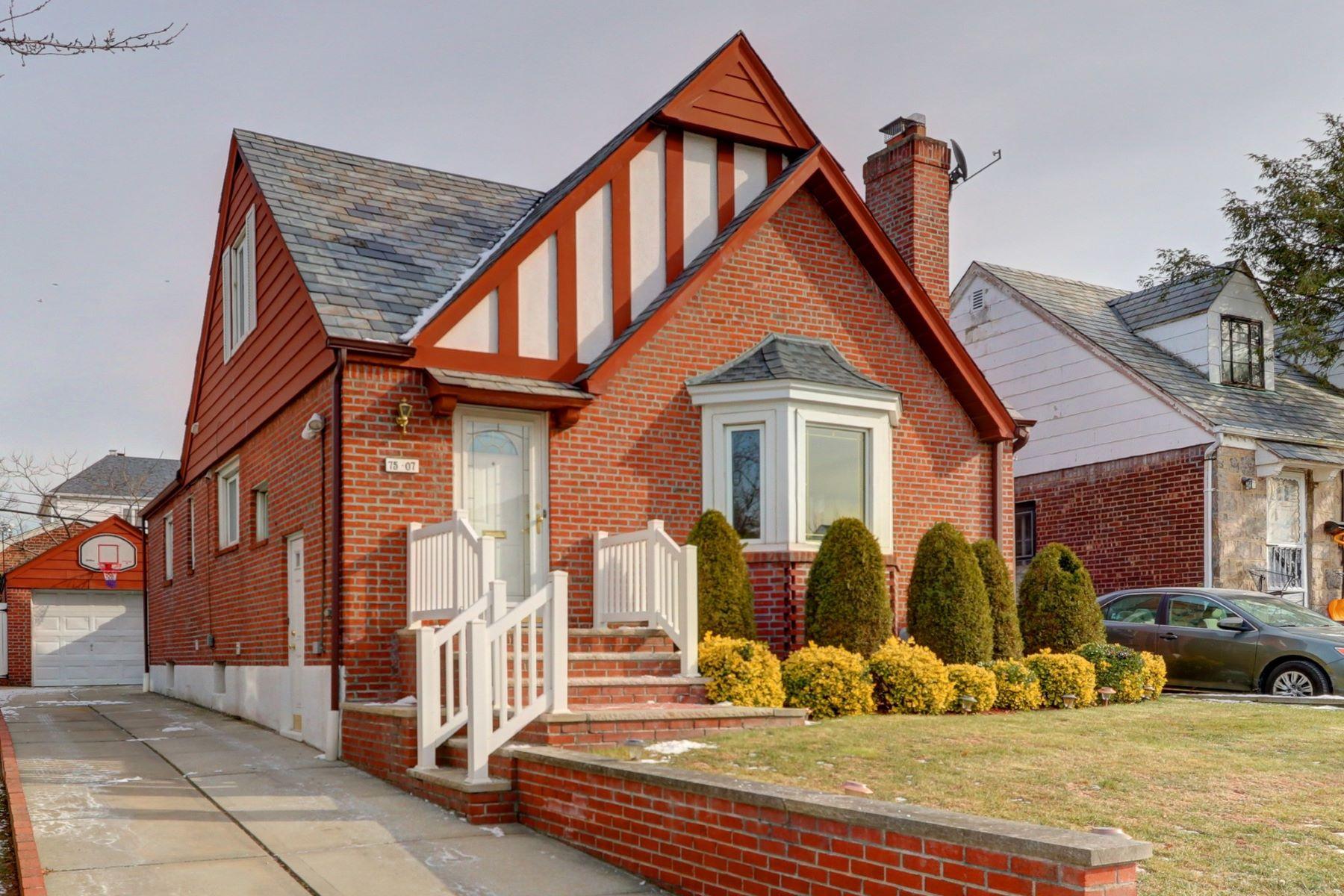 واحد منزل الأسرة للـ Sale في 75-07 189th St , Fresh Meadows, NY 11366 75-07 189th St, Fresh Meadows, New York, 11366 United States