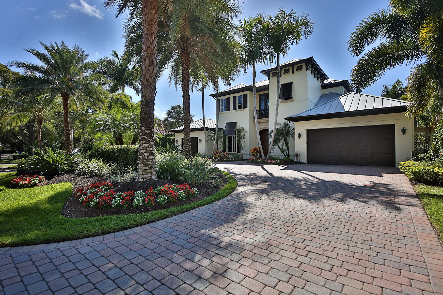 Additional photo for property listing at OLDE NAPLES 596  6th Ave  N,  Naples, Florida 34102 United States