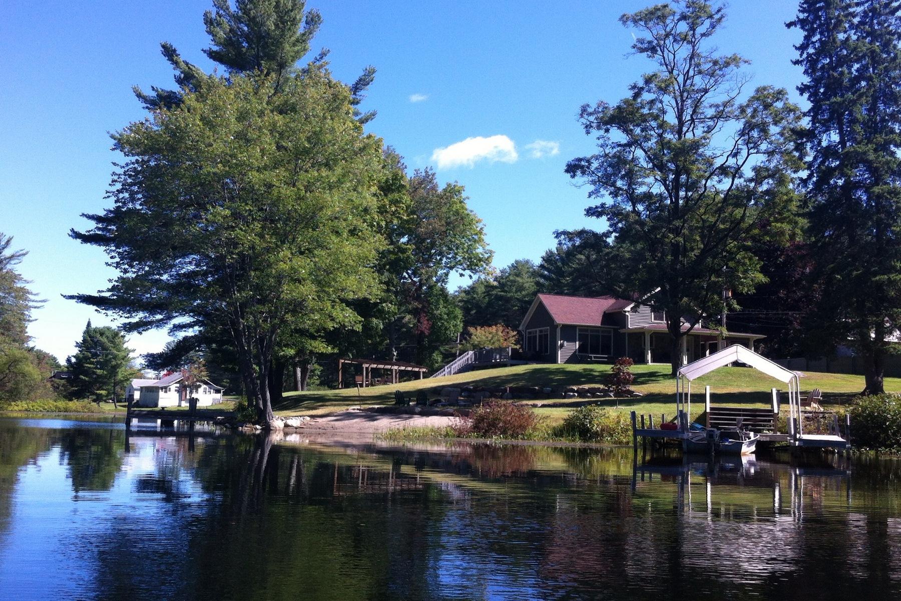Частный односемейный дом для того Продажа на Brant Lake Cottage 6653 State Route8 Horicon, Нью-Йорк 12815 Соединенные Штаты