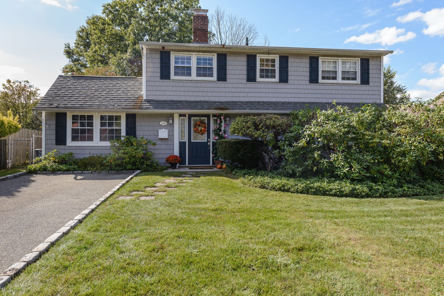 Single Family Home for Sale at 102 Cypress Ln , Westbury, NY 11590 102 Cypress Ln, Westbury, New York, 11590 United States
