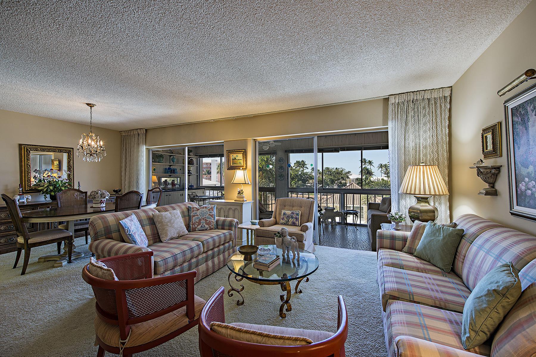 共管物業 為 出售 在 MOORINGS - SPINDRIFT CLUB 2600 Gulf Shore Blvd N 34 Naples, 佛羅里達州, 34103 美國