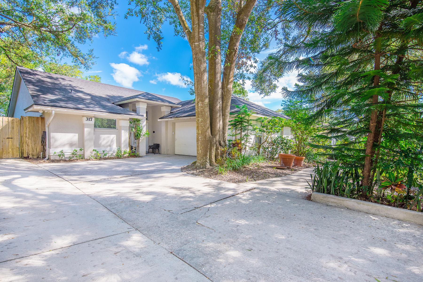 Enfamiljshus för Försäljning vid NORTH ORLANDO - ALTAMONTE SPRINGS 317 Ridgewood St Altamonte Springs, Florida 32701 Usa
