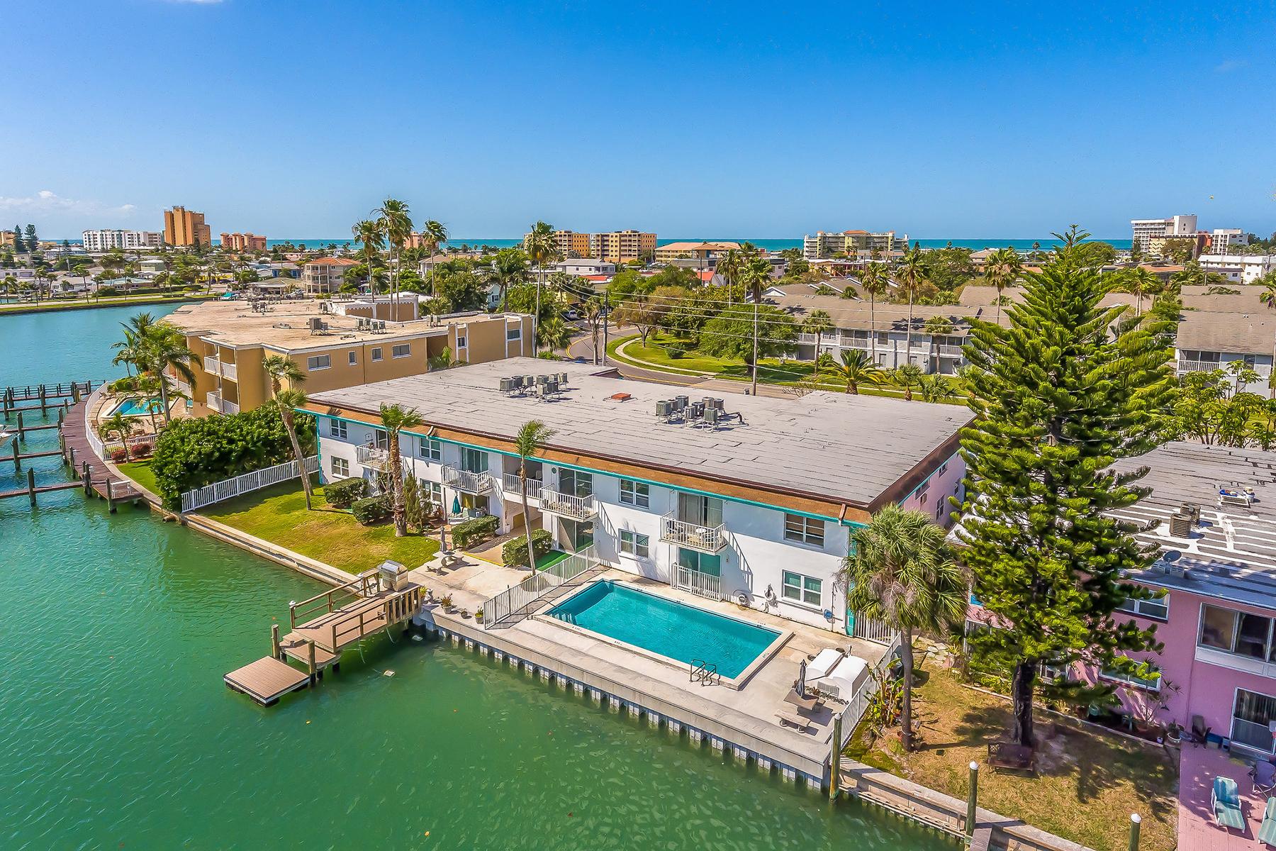 共管式独立产权公寓 为 销售 在 ISLA DEL CAPRI 11655 3rd St E 6 金银岛, 佛罗里达州, 33706 美国