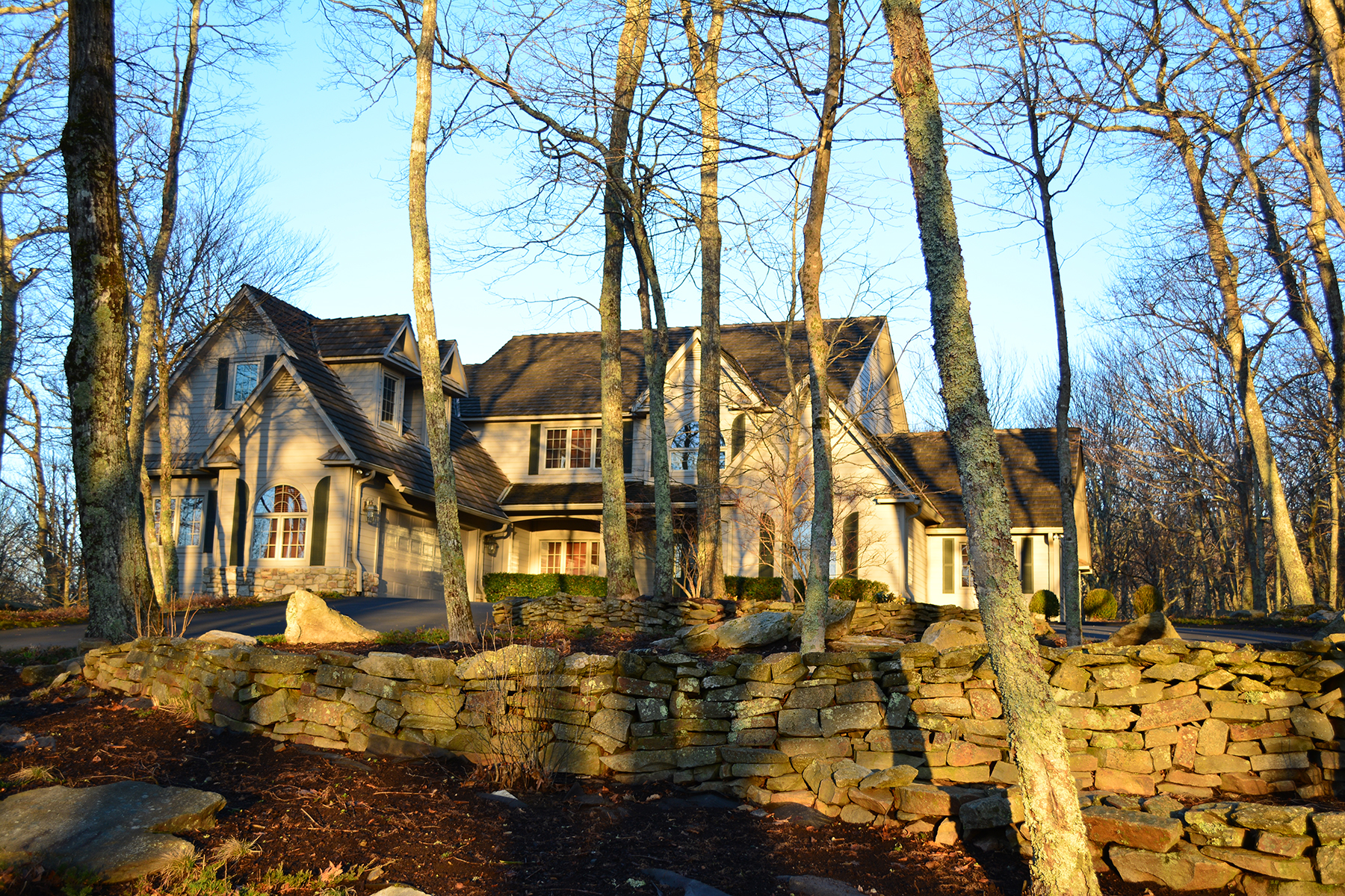 Maison unifamiliale pour l Vente à LINVILLE - LINVILLE RIDGE 406 Ridge Dr Linville, Carolina Du Nord, 28646 États-Unis