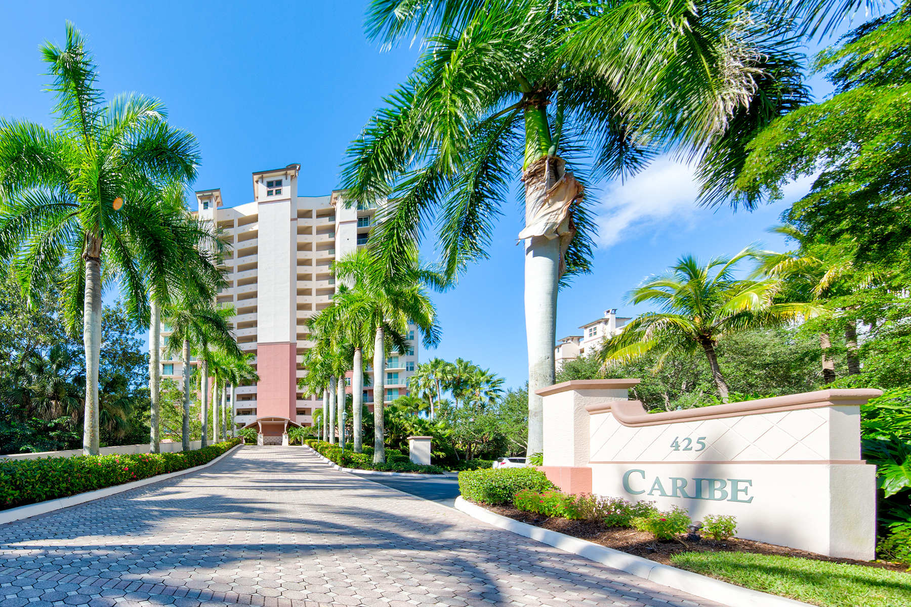 Additional photo for property listing at CARIBE AT COVE TOWERS 425  Cove Tower Dr 1002,  Naples, Florida 34110 United States