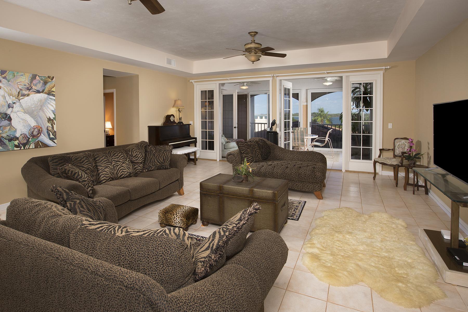 Condominio por un Venta en MARCO ISLAND 2000 Royal Marco Way 308 Marco Island, Florida, 34145 Estados Unidos