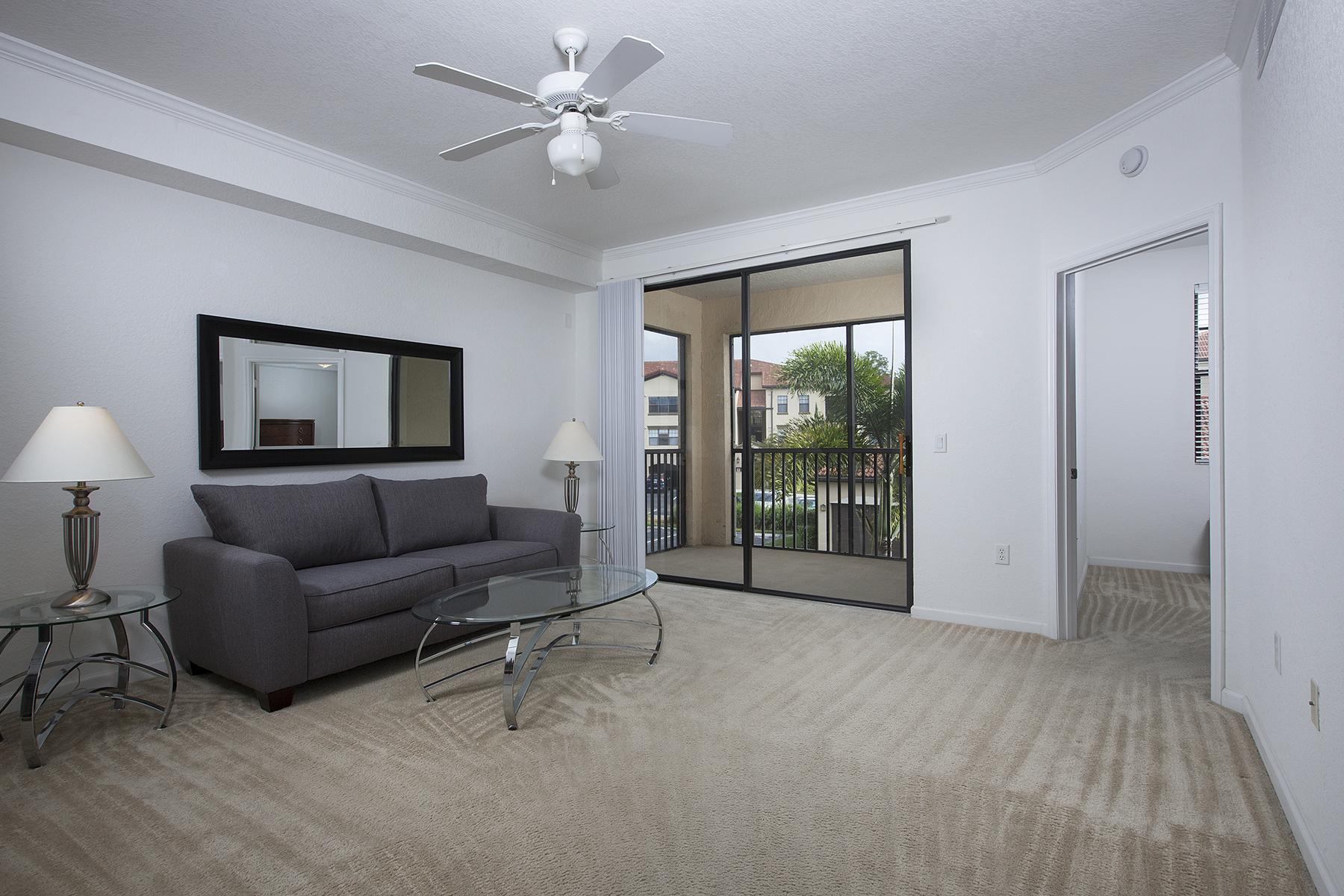 Condomínio para Venda às POSITANO PLACE 12960 Positano Cir 207 Naples, Florida, 34105 Estados Unidos