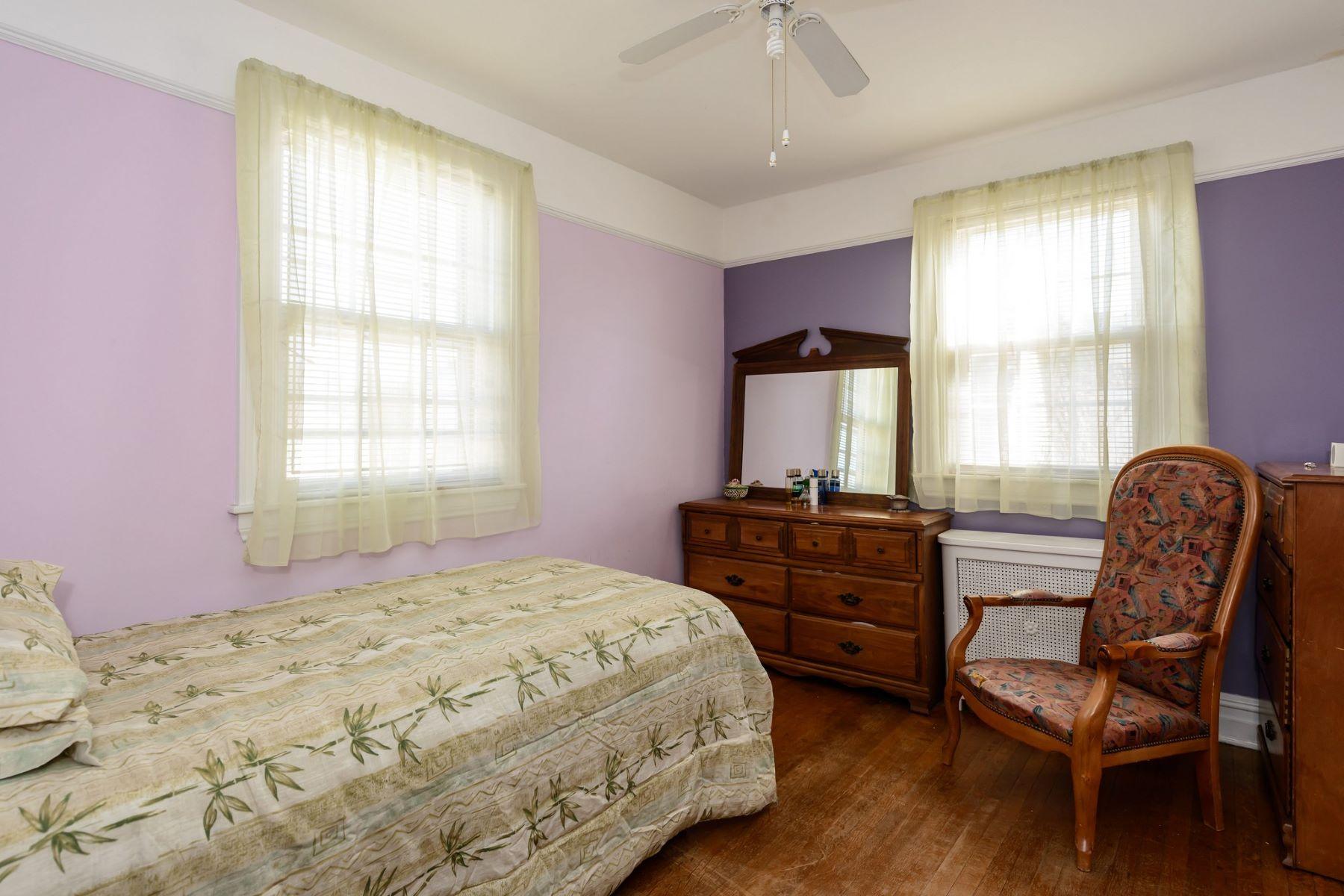 واحد منزل الأسرة للـ Sale في 150 Academy Pl , West Hempstead, NY 11552 West Hempstead, New York, 11552 United States