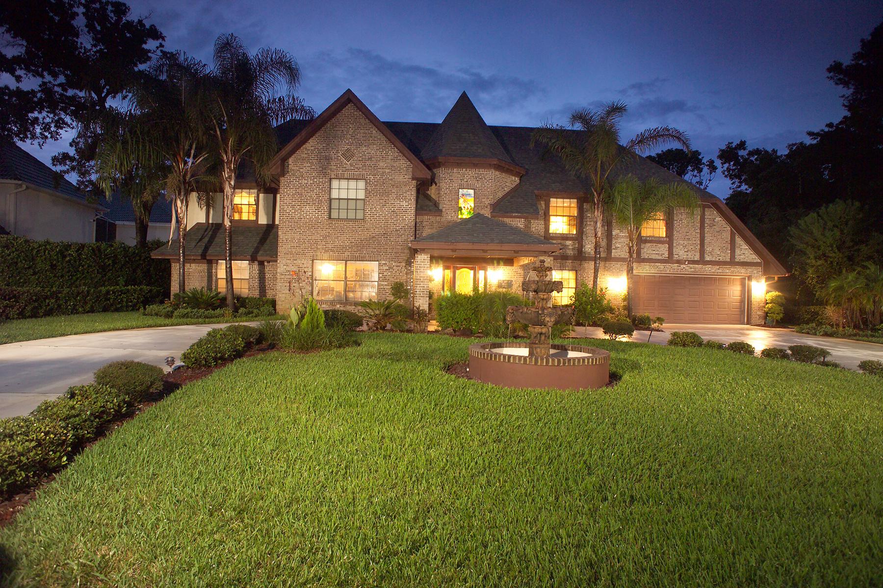 Casa para uma família para Venda às SPRUCE CREEK AND THE BEACHES 1779 Earhart Ct Port Orange, Florida, 32128 Estados Unidos