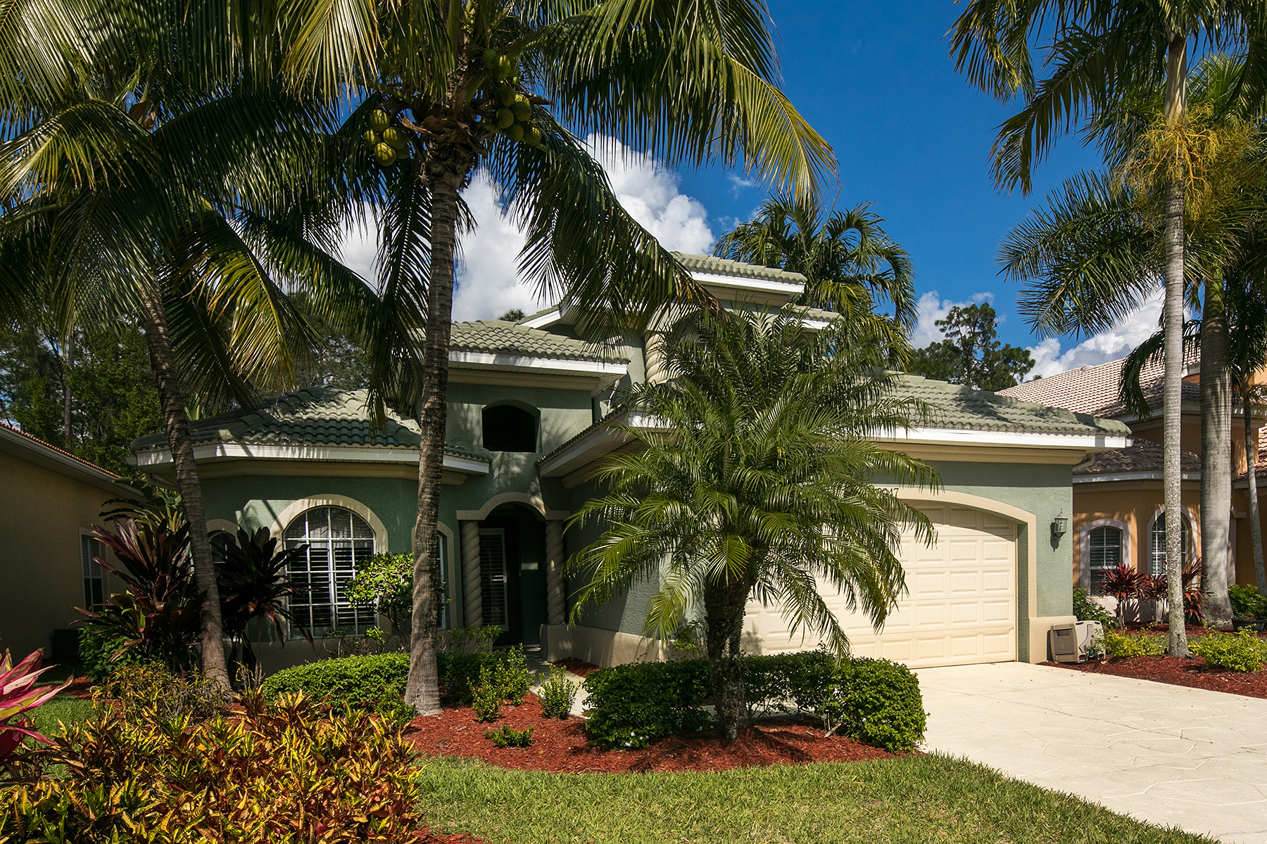 Casa Unifamiliar por un Venta en WILSHIRE LAKES 6047 Shallows Way Naples, Florida, 34109 Estados Unidos