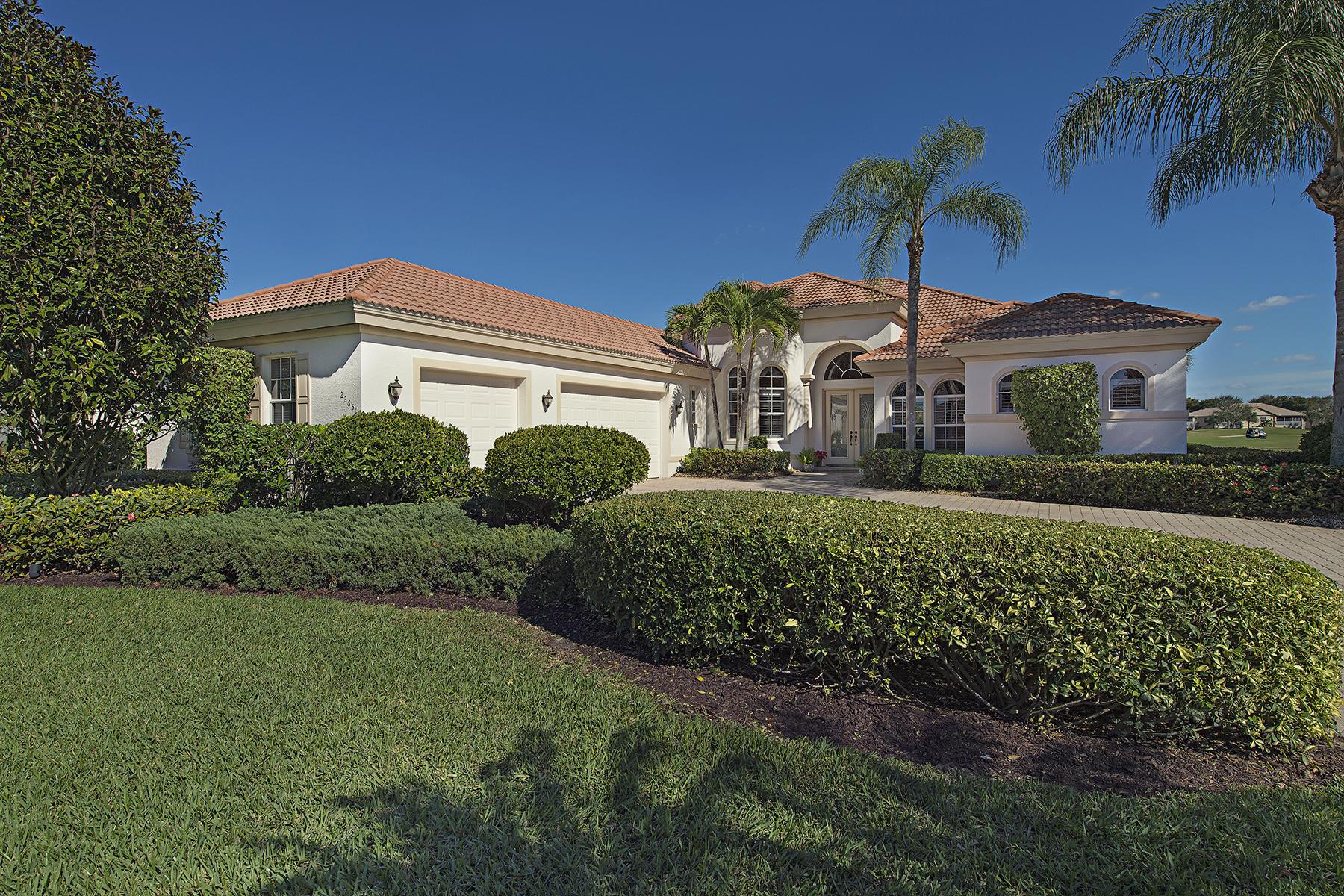 Casa para uma família para Venda às SHADOWWOOD -WOODMONT 22651 Fairlawn Ct Estero, Florida 34135 Estados Unidos