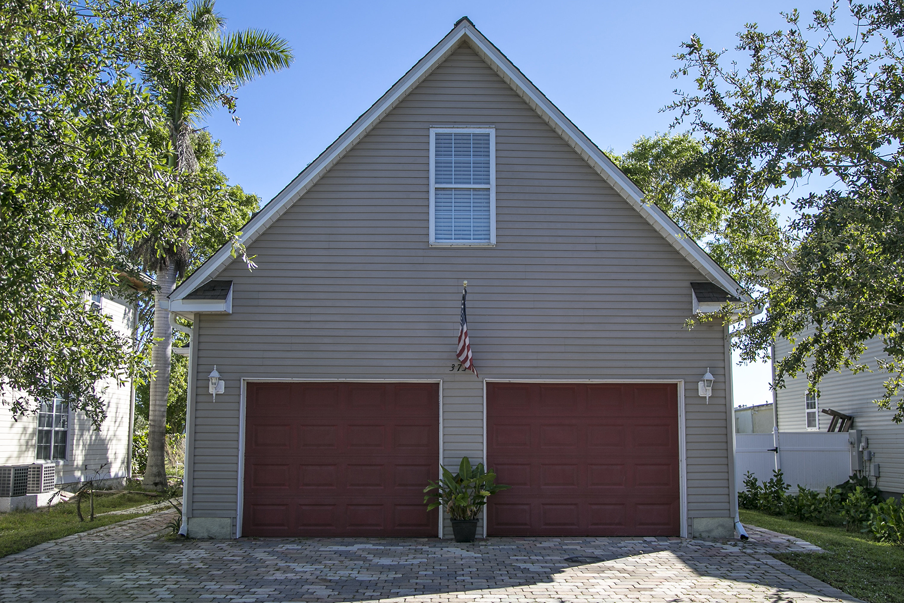 Single Family Home for Sale at LEAWOOD LAKES 373 Leawood Cir, Naples, Florida, 34104 United States