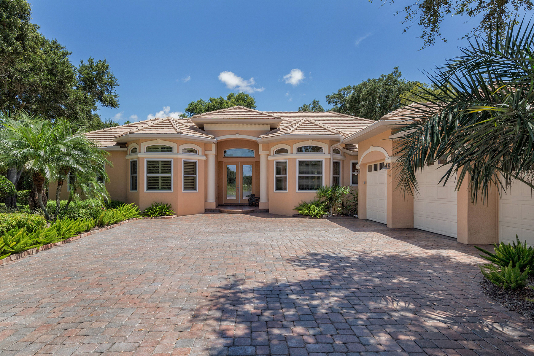Maison unifamiliale pour l Vente à NOKOMIS 2415 Uppakrik Ln Nokomis, Florida, 34275 États-Unis