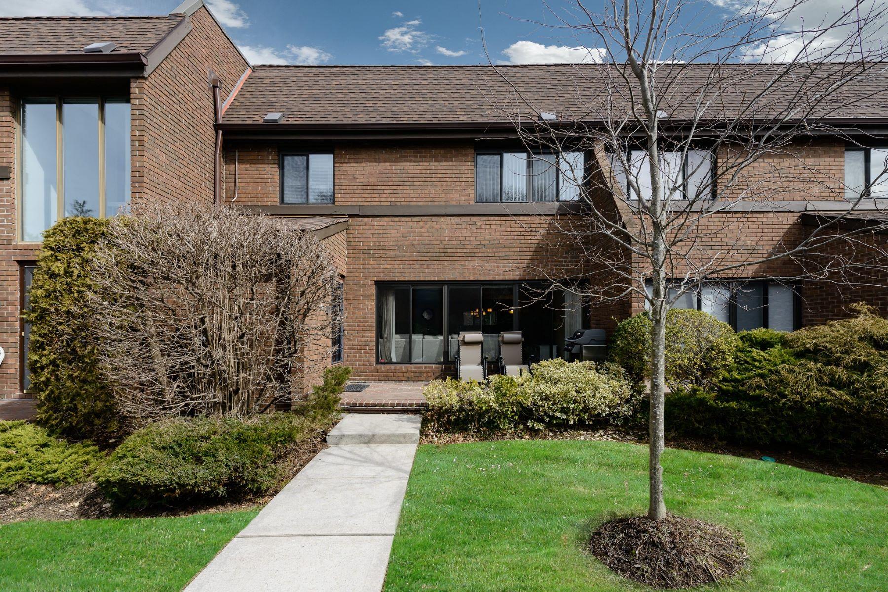 共管式独立产权公寓 为 销售 在 48 Chestnut Hill , 147, Roslyn, NY 11576 48 Chestnut Hill 147, 罗斯林, 纽约州, 11576 美国