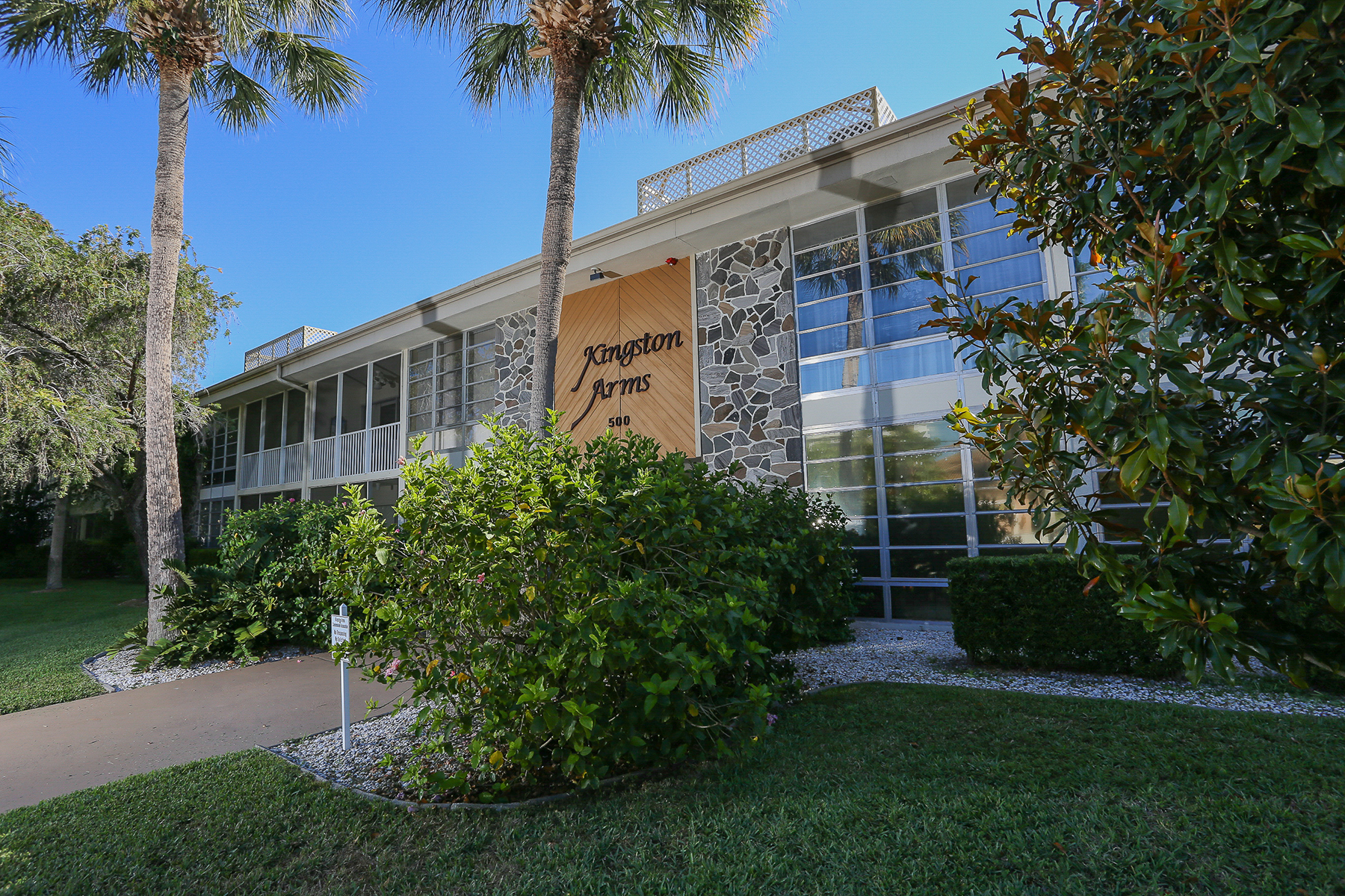 شقة بعمارة للـ Rent في SARASOTA - KINGSTON ARMS 500 S Washington Dr 5A, Sarasota, Florida, 34236 United States