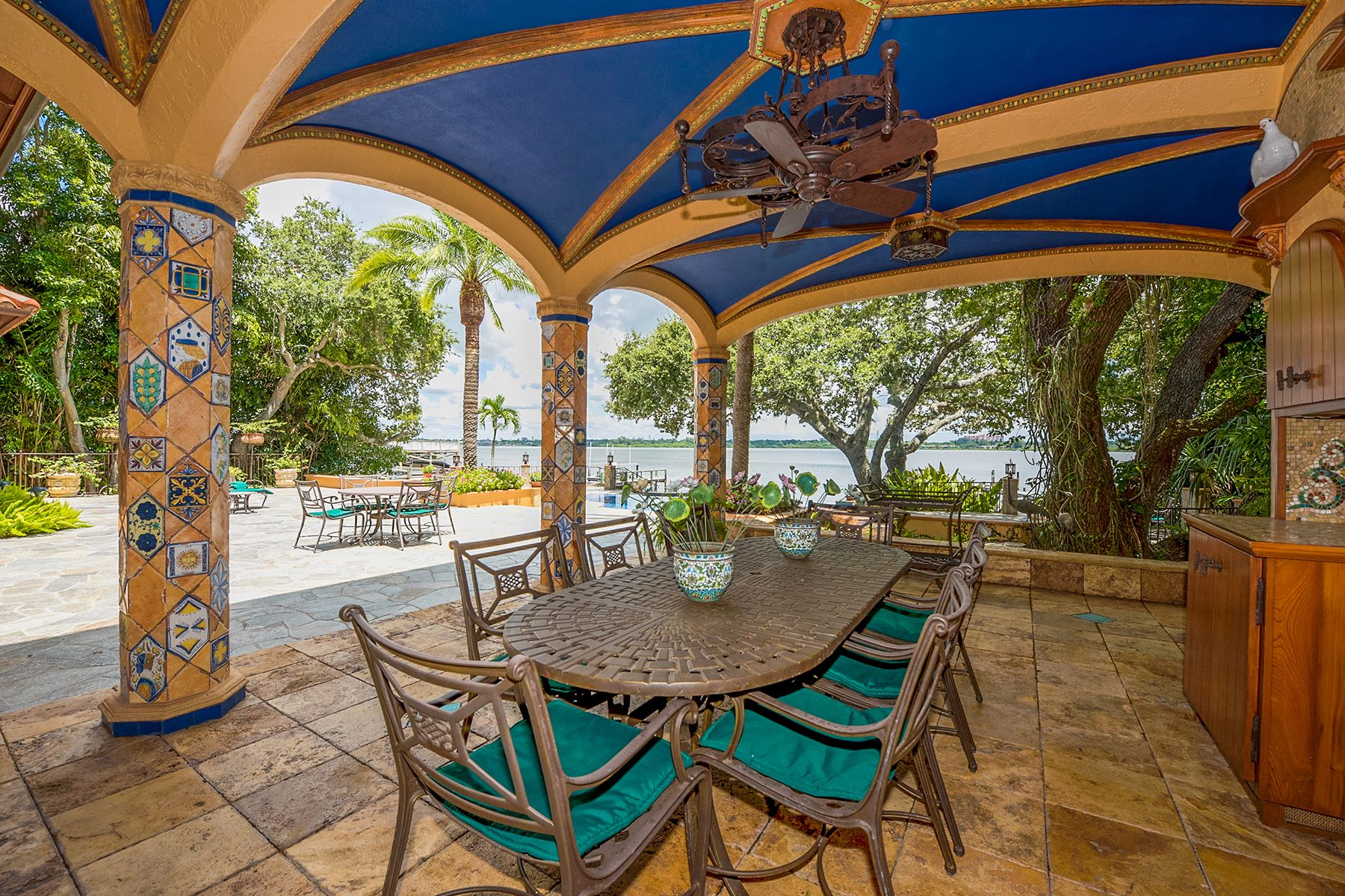 Additional photo for property listing at SIESTA KEY 8423  Midnight Pass Rd,  Sarasota, Florida 34242 United States