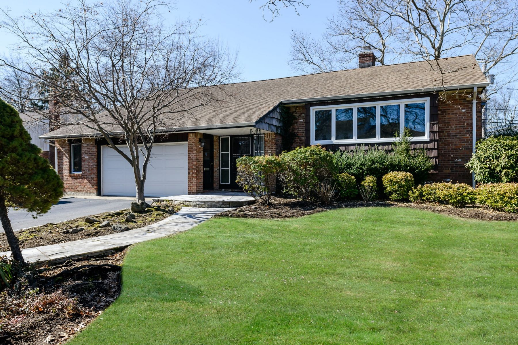Single Family Home for Sale at 257 Birch Dr , Roslyn, NY 11576 257 Birch Dr, Roslyn, New York, 11576 United States