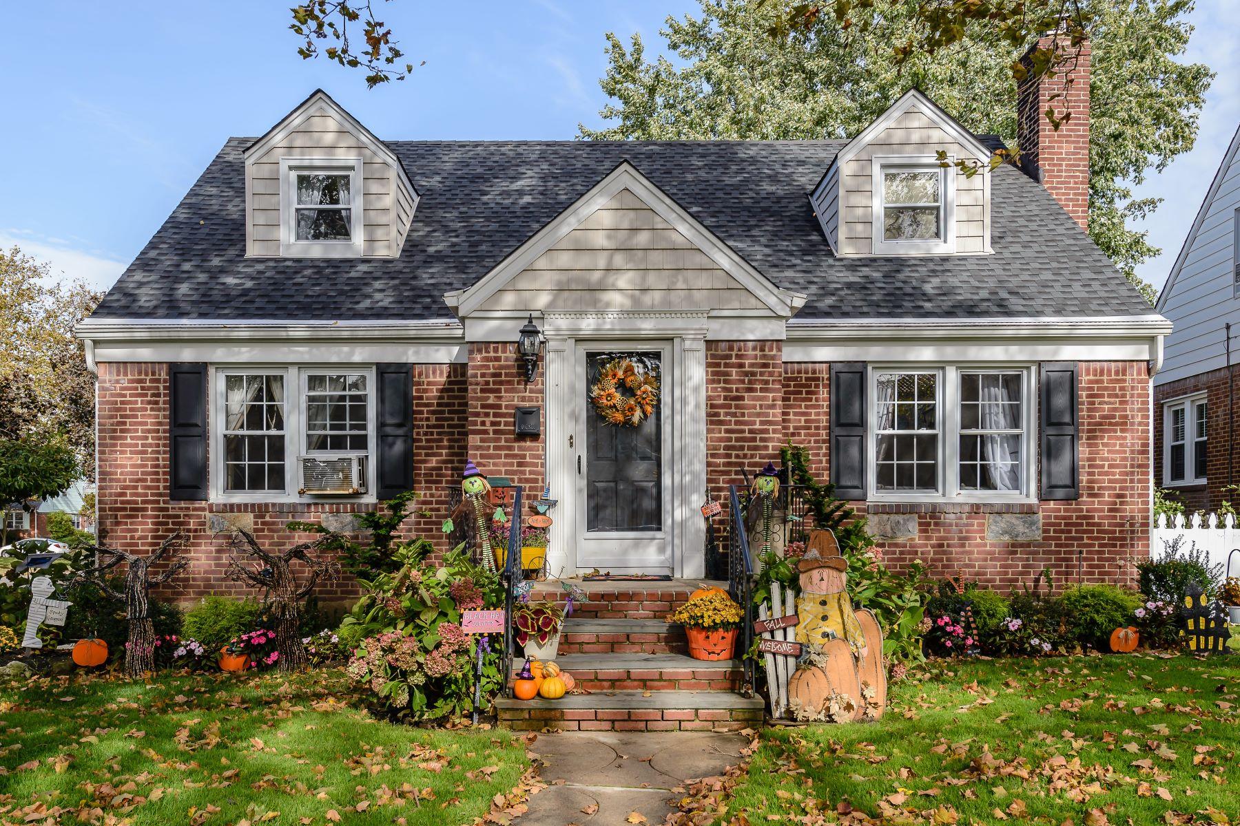 独户住宅 为 销售 在 96 Sperry Blvd , New Hyde Park, NY 11040 96 Sperry Blvd, 新海德公园, 纽约州, 11040 美国