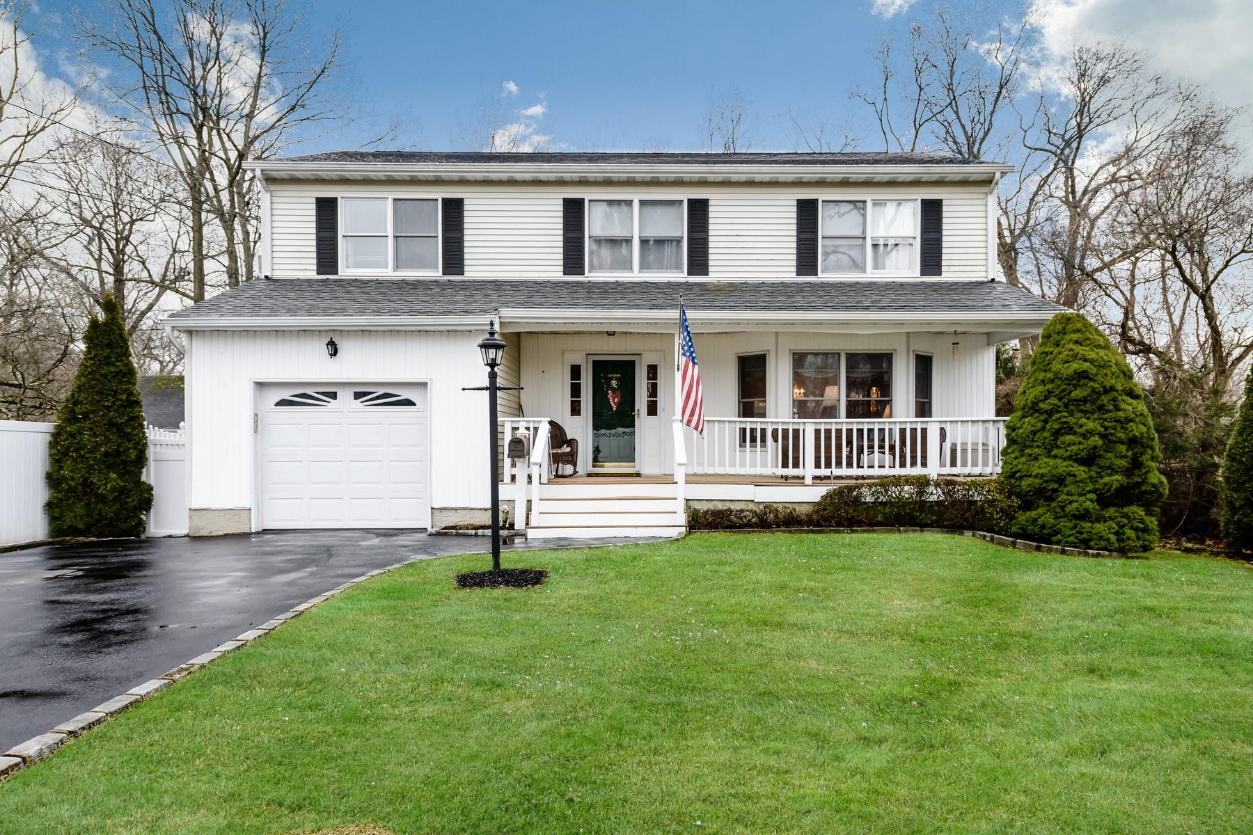 واحد منزل الأسرة للـ Sale في 37 Aberdeen Dr , Huntington, NY 11743 37 Aberdeen Dr, Huntington, New York, 11743 United States