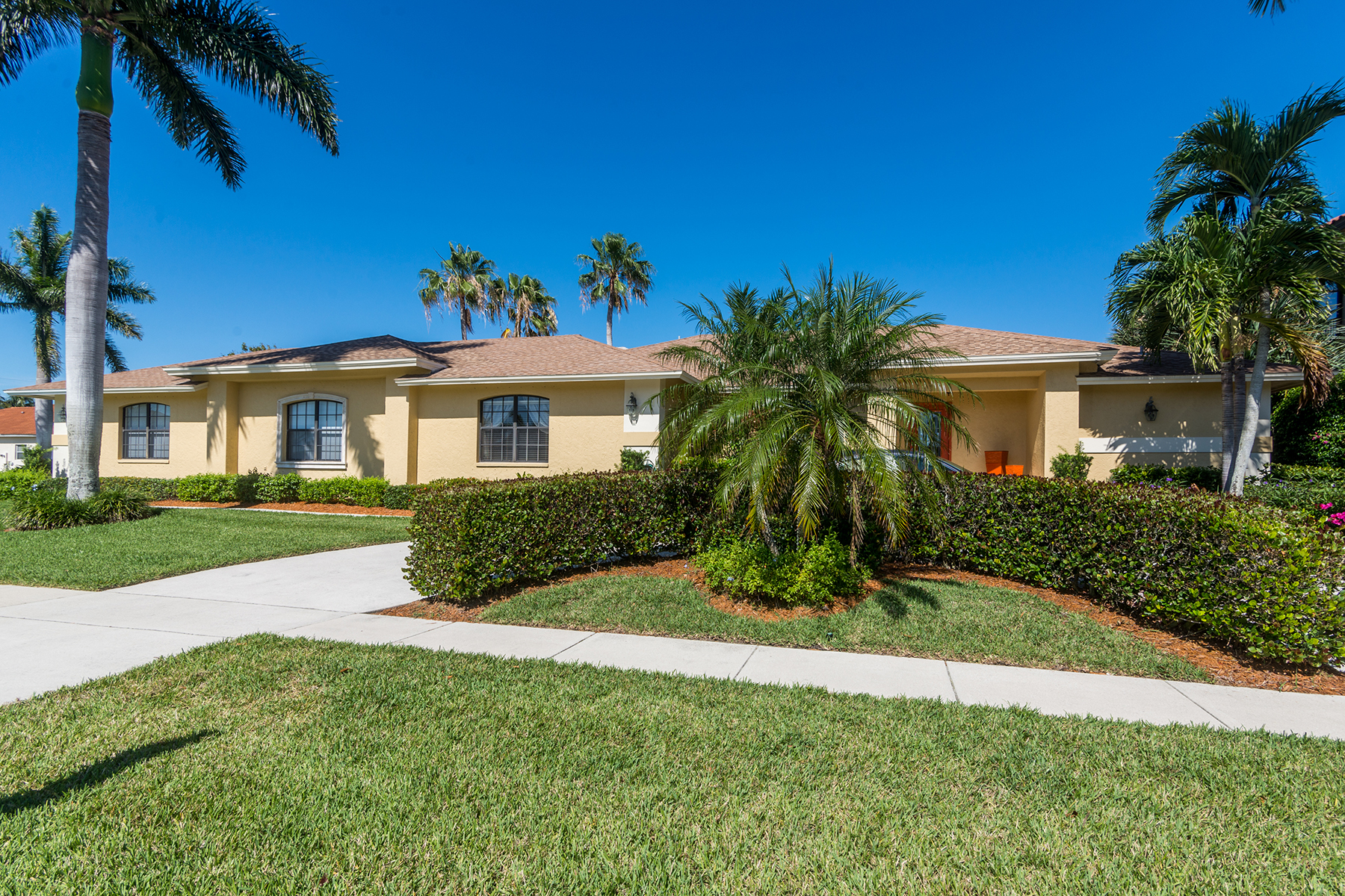 Single Family Home for Sale at MARCO ISLAND 301 Lamplighter Dr, Marco Island, Florida 34145 United States
