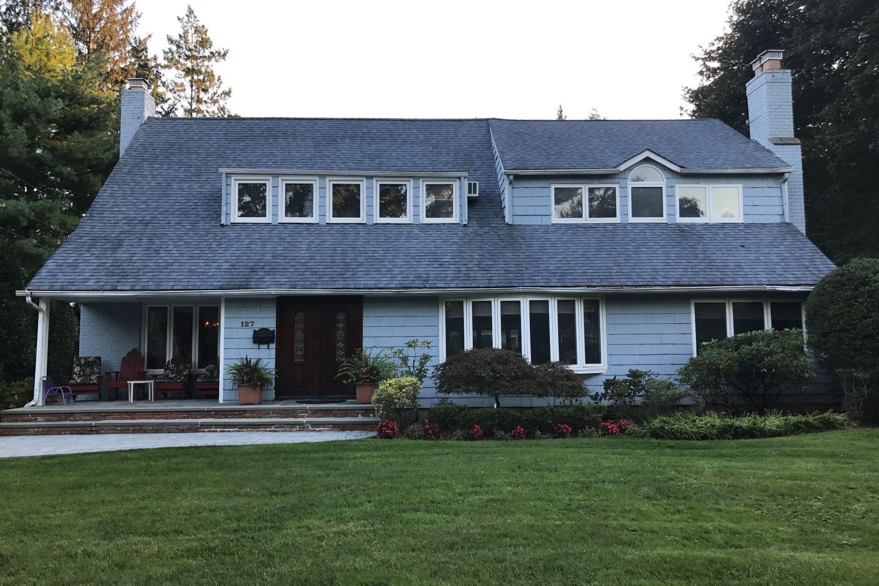 独户住宅 为 销售 在 127 Village Rd , East Hills, NY 11577 127 Village Rd, 东希尔斯, 纽约州, 11577 美国