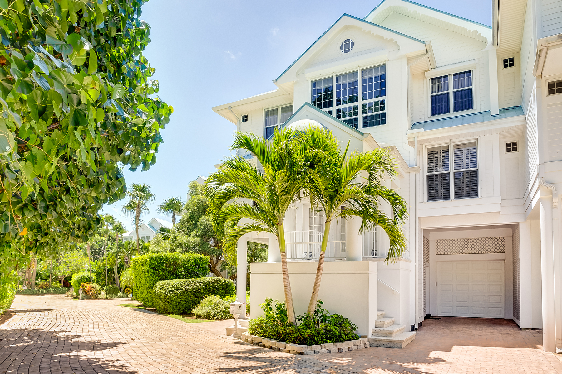 Additional photo for property listing at 411 Bella Vista Way E, Sanibel, FL 33957 411  Bella Vista Way  E,  Sanibel, Florida 33957 United States