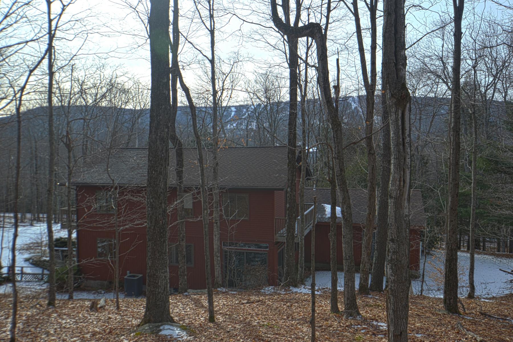 Maison unifamiliale pour l Vente à Family Retreat Overlooking Belleayre Mountain 109 Winnisook Ct Middletown, New York 12441 États-Unis