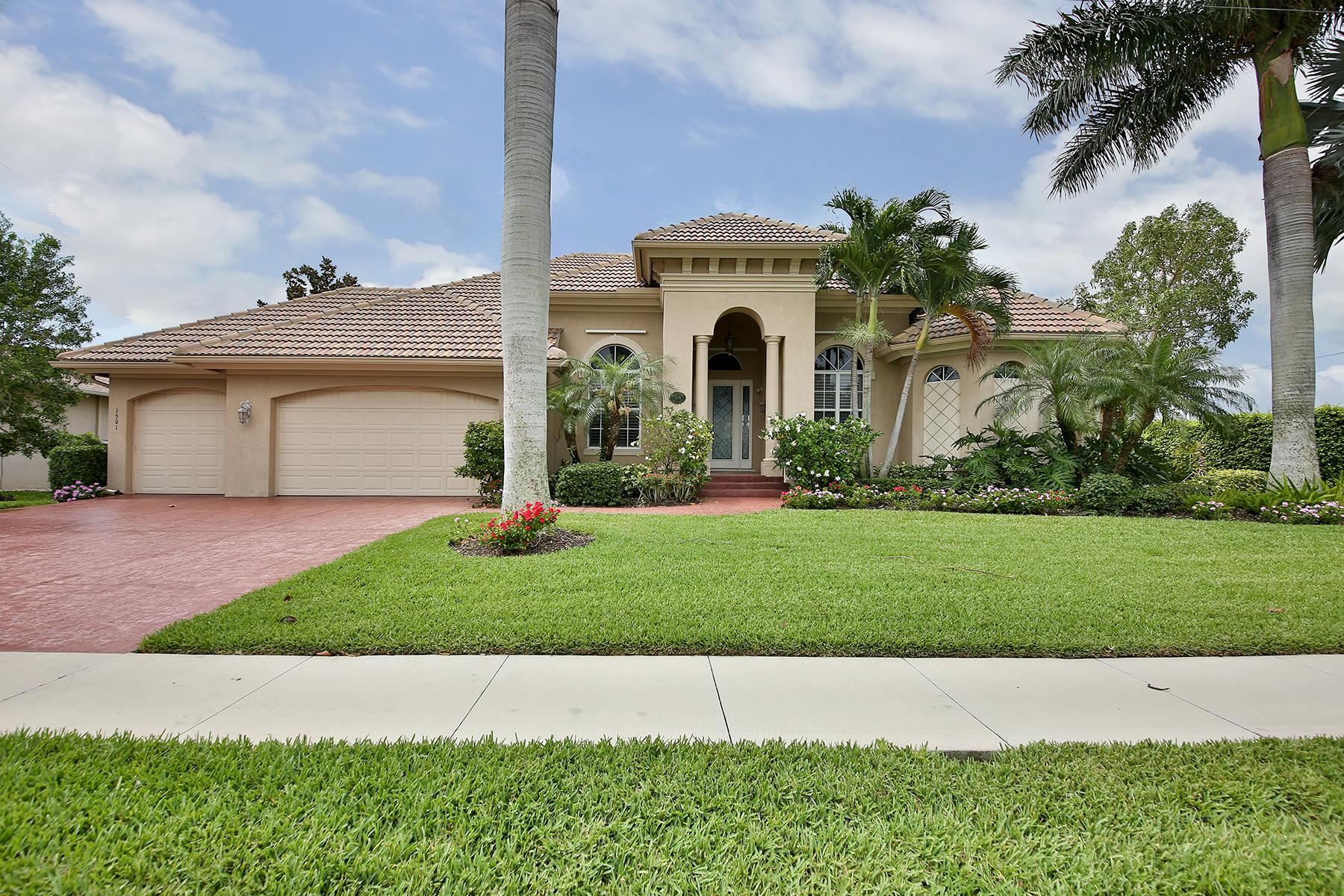 Maison unifamiliale pour l Vente à MARCO ISLAND - HONEYSUCKLE AVENUE 1501 Honeysuckle Ave Marco Island, Florida, 34145 États-Unis