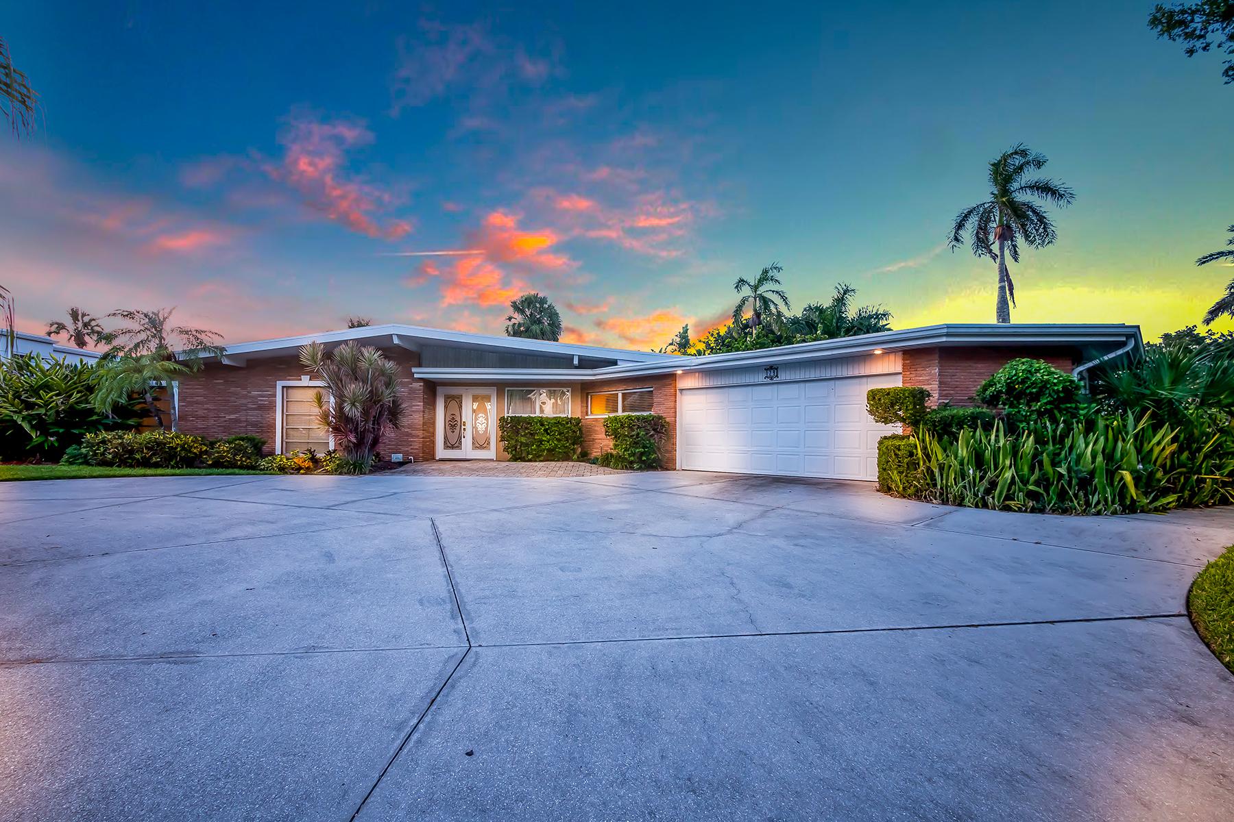 واحد منزل الأسرة للـ Sale في BIRD KEY 129 Seagull Ln, Bird Key, Sarasota, Florida, 34236 United States