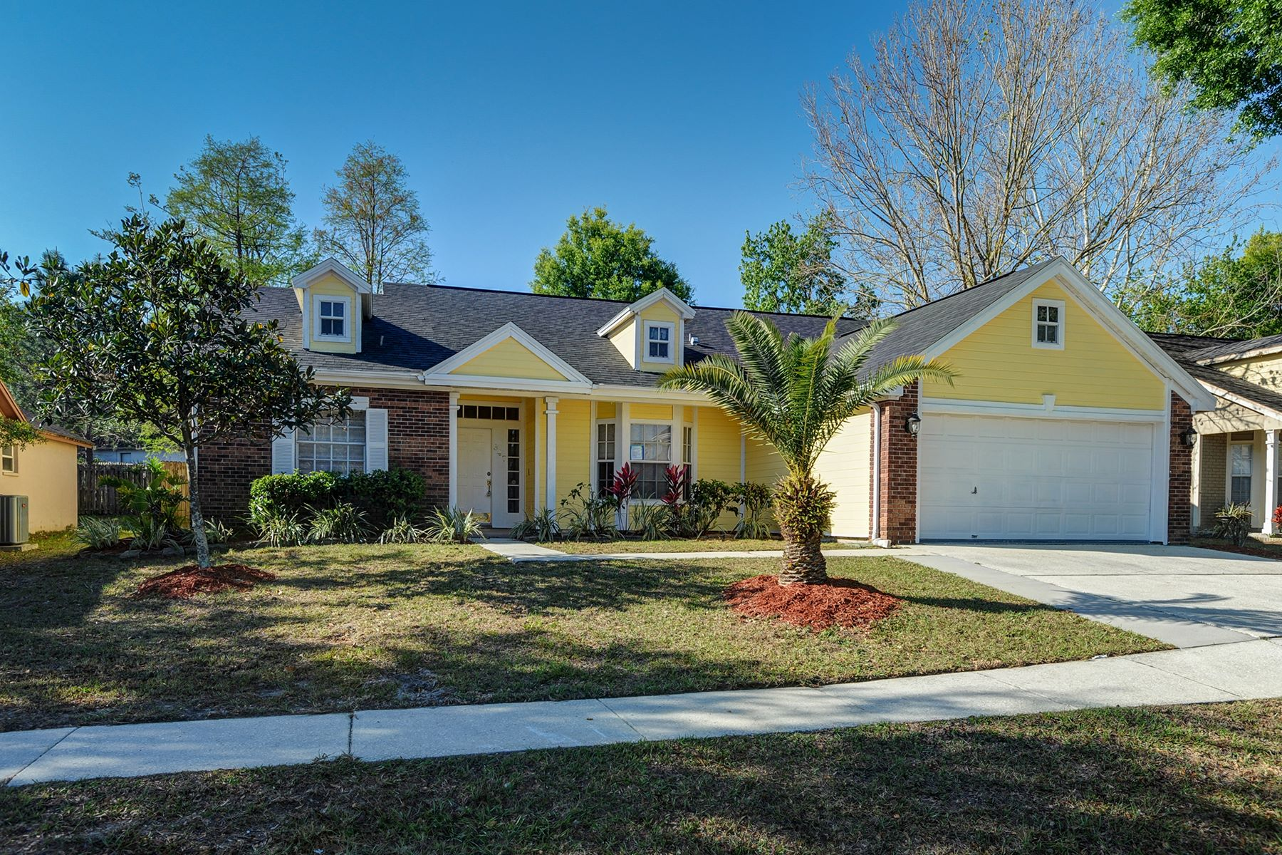 Single Family Home for Sale at BRANDON 847 Greenbelt Cir, Brandon, Florida 33510 United States
