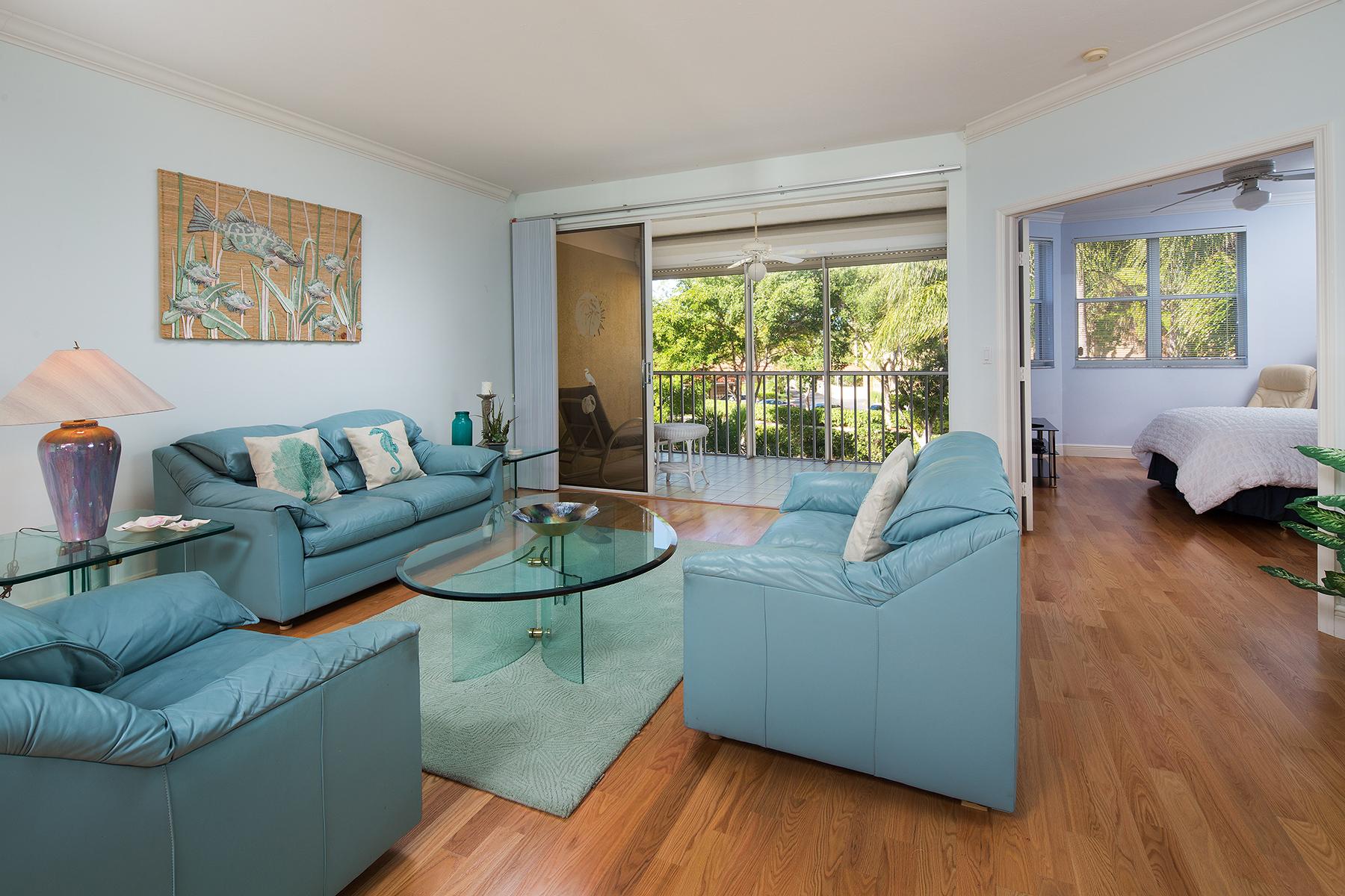 Appartement en copropriété pour l Vente à Naples 6537 Marissa Loop 2 Naples, Florida, 34108 États-Unis