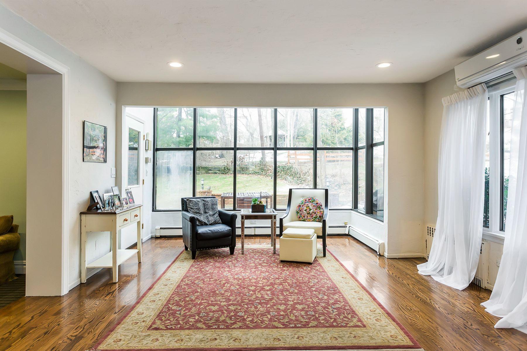 Частный односемейный дом для того Продажа на 43 Deepdale Dr , Great Neck, NY 11021 43 Deepdale Dr, Great Neck, Нью-Йорк, 11021 Соединенные Штаты