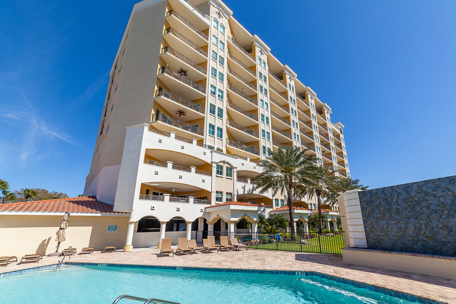 共管式独立产权公寓 为 销售 在 THE PALMS AT RIVIERA DUNES 501 Haben Blvd 503 帕尔梅托, 佛罗里达州, 34221 美国