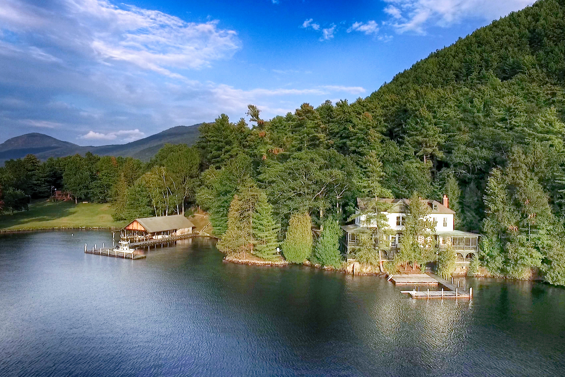 独户住宅 为 销售 在 Lakeside on Lake George 931 Shelving Rock Rd Fort Ann, 纽约州 12827 美国在/周边: Lake George