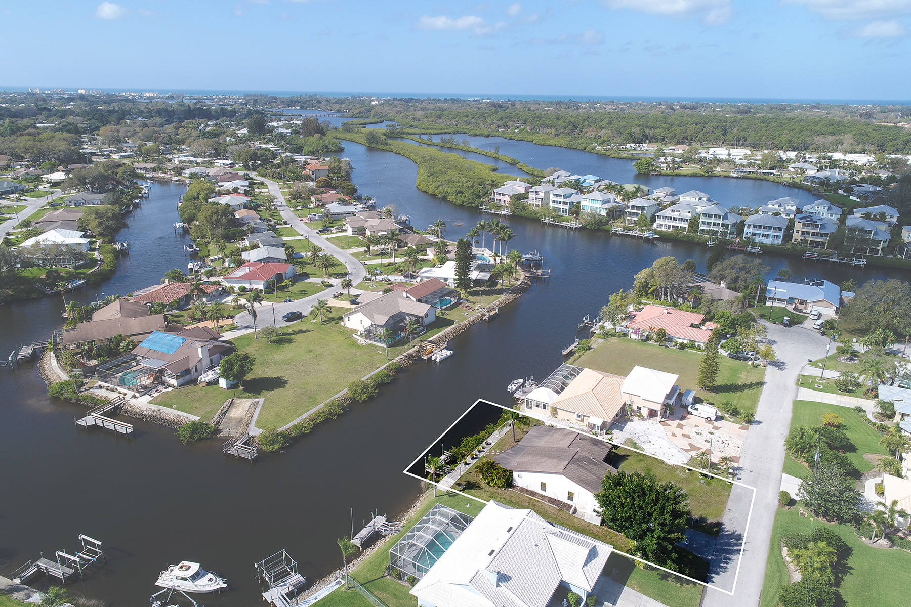 واحد منزل الأسرة للـ Sale في WATERFRONT ESTATES 1481 Marlin St, Nokomis, Florida, 34275 United States