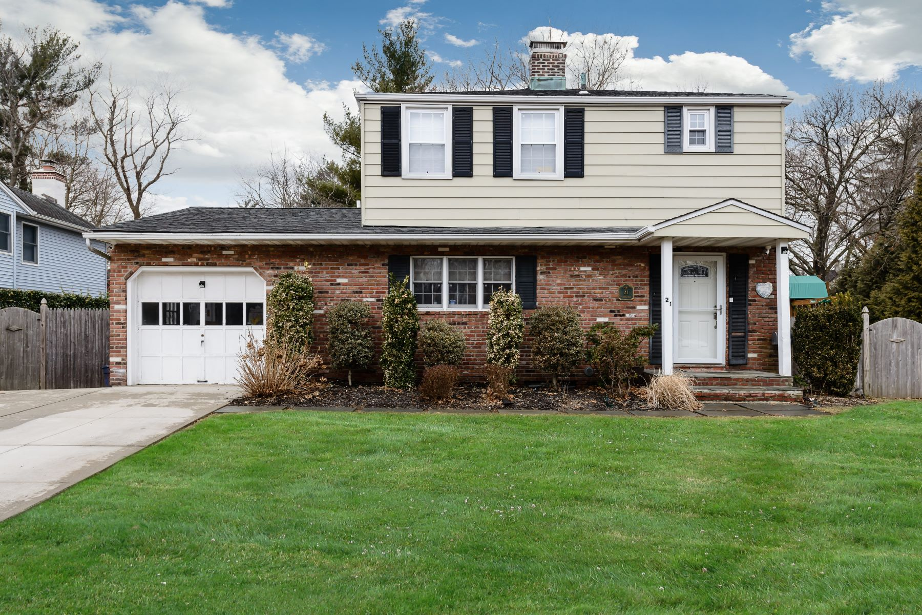 独户住宅 为 销售 在 21 Cherrytree Ln , Roslyn Heights, NY 11577 21 Cherrytree Ln, 罗斯林高地, 纽约州, 11577 美国
