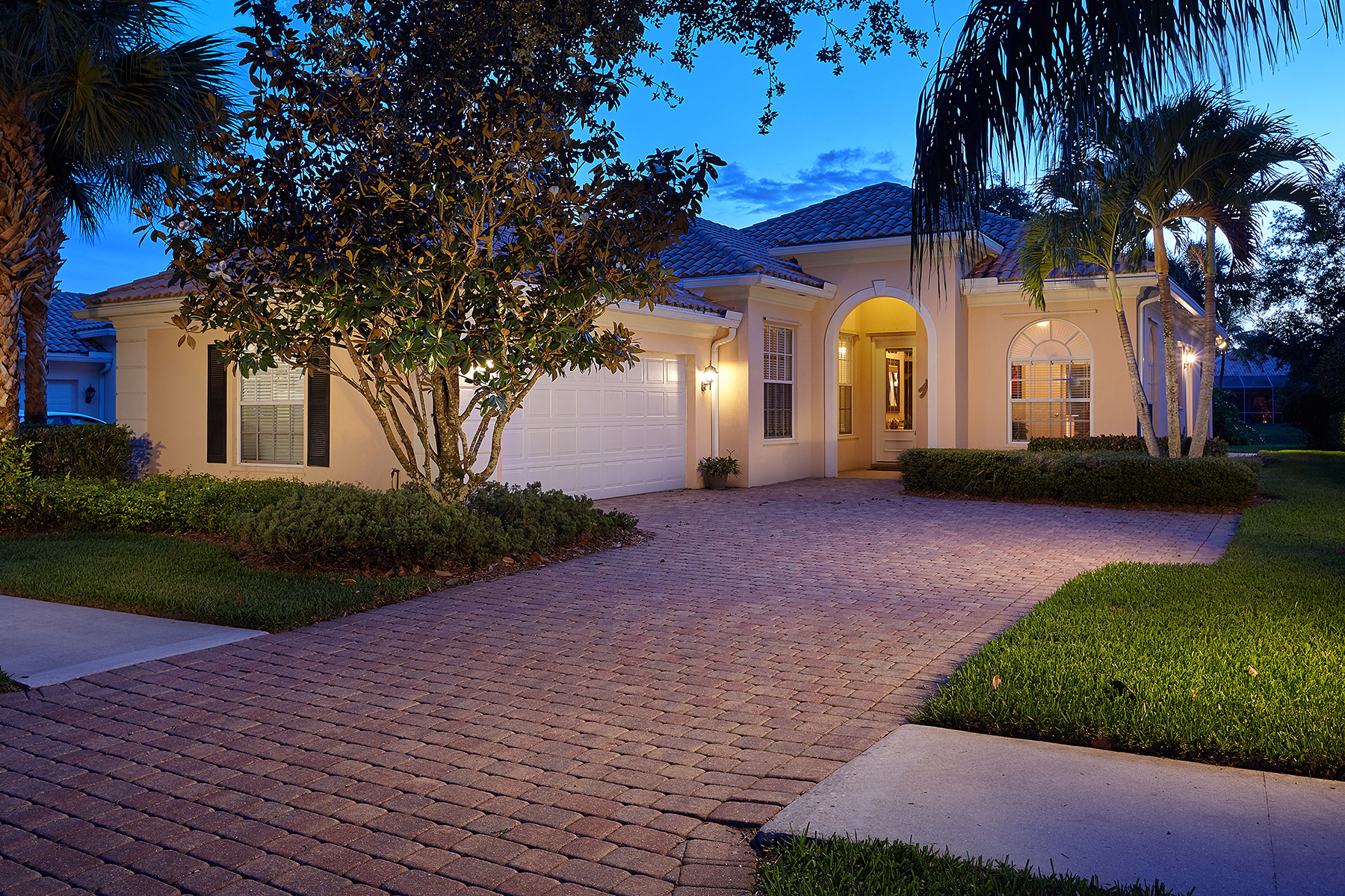 Single Family Home for Sale at ISLAND WALK NAPLES 2930 Gilford Way Naples, Florida, 34119 United States