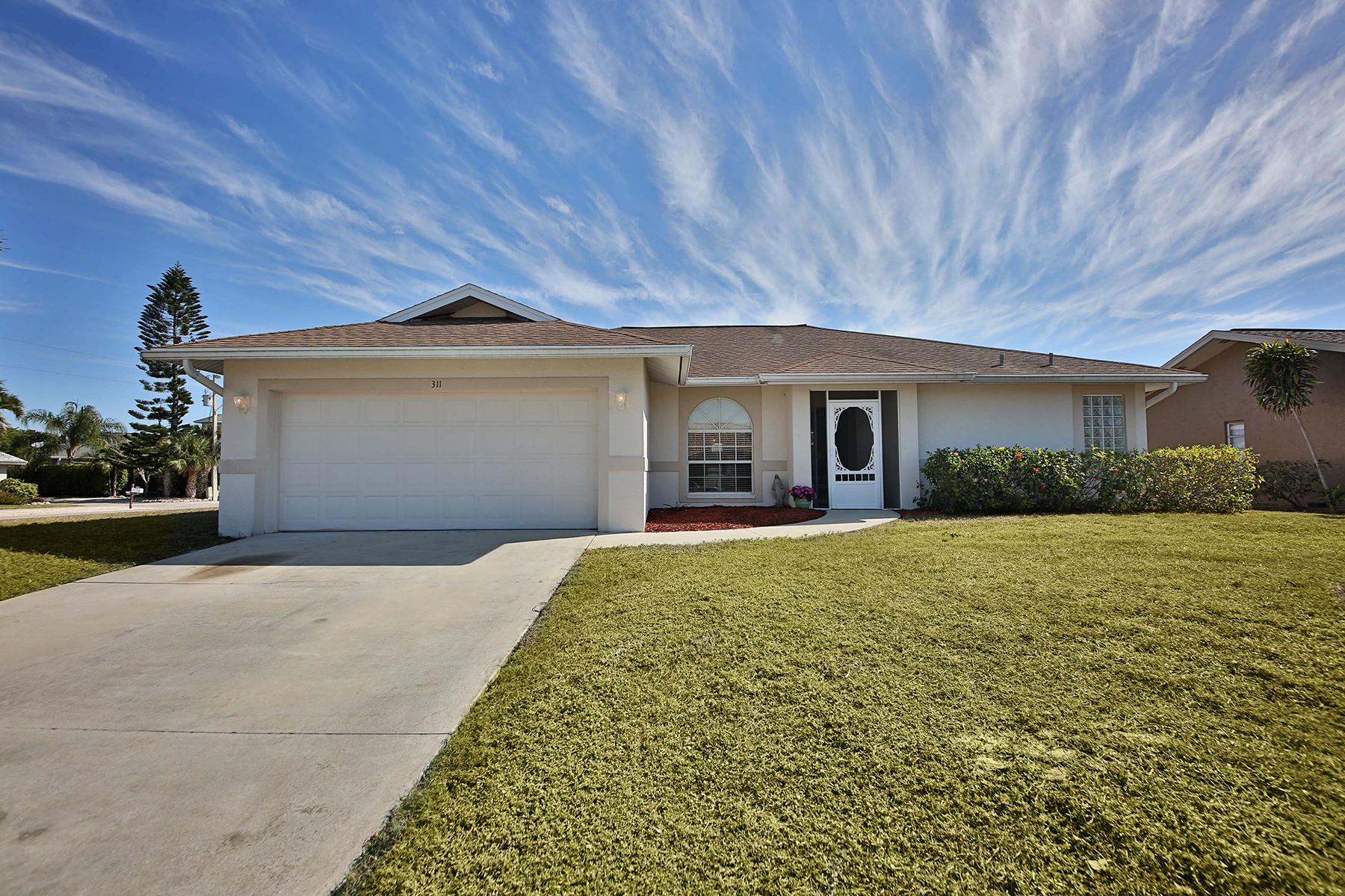 Casa Unifamiliar por un Venta en MARCO ISLAND 311 Hazelcrest St Marco Island, Florida, 34145 Estados Unidos