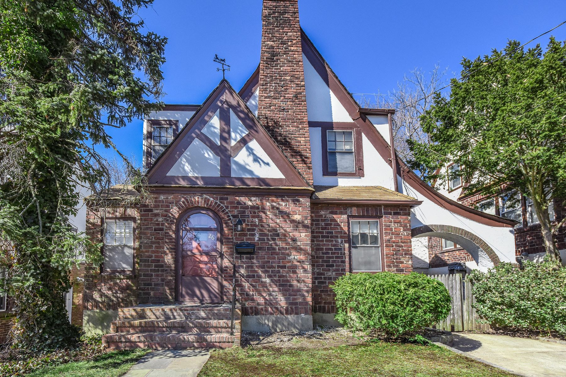 Частный односемейный дом для того Продажа на 26 Hillview Ave , Port Washington, NY 11050 Port Washington, Нью-Йорк, 11050 Соединенные Штаты