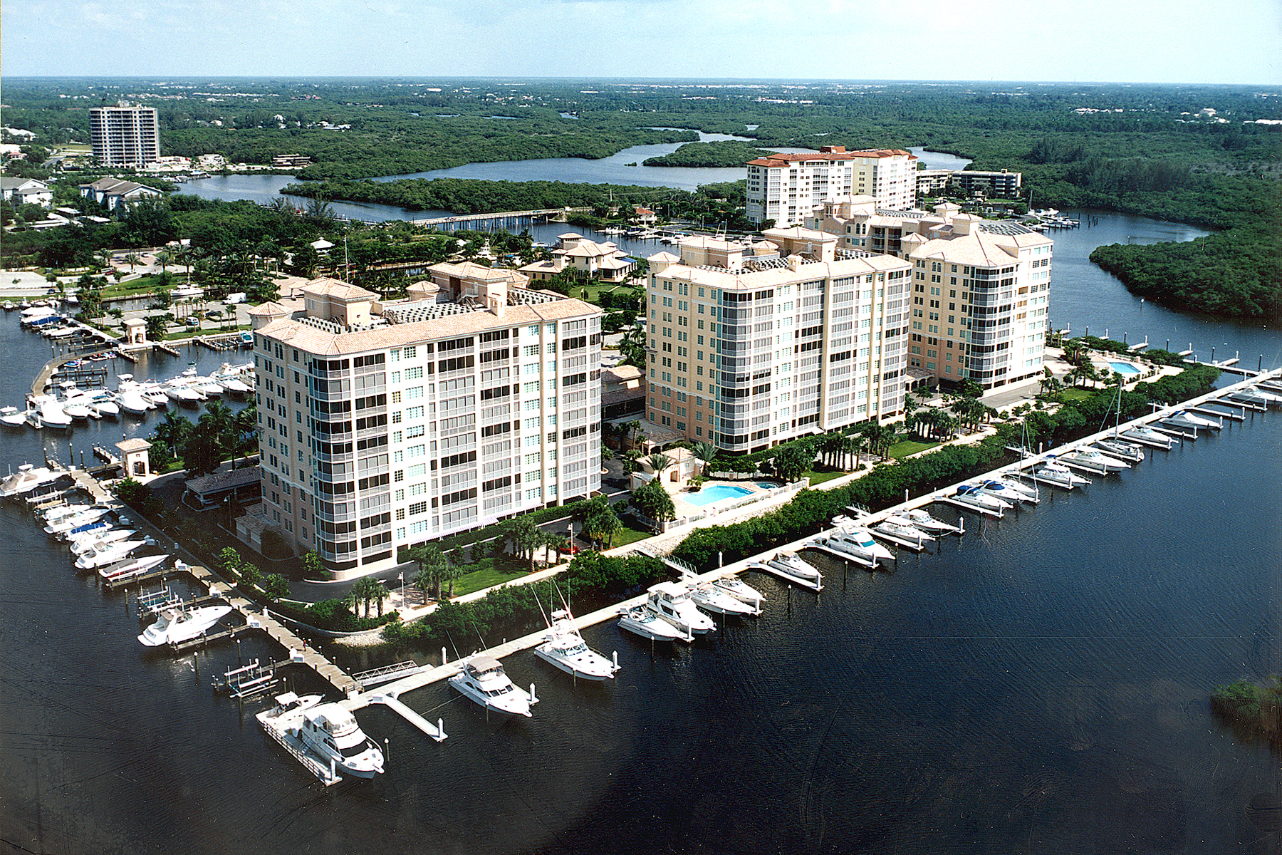 콘도미니엄 용 매매 에 PELICAN ISLE 445 Dockside Dr 404 Naples, 플로리다, 34110 미국