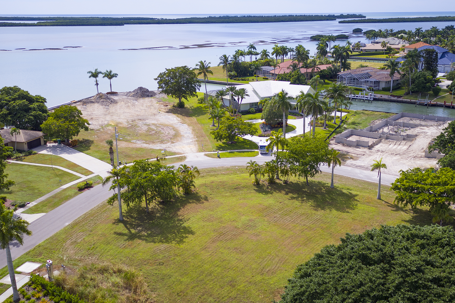 Terreno por un Venta en MARCO ISLAND - CAXAMBAS DRIVE 1060 Caxambas Dr Marco Island, Florida, 34145 Estados Unidos