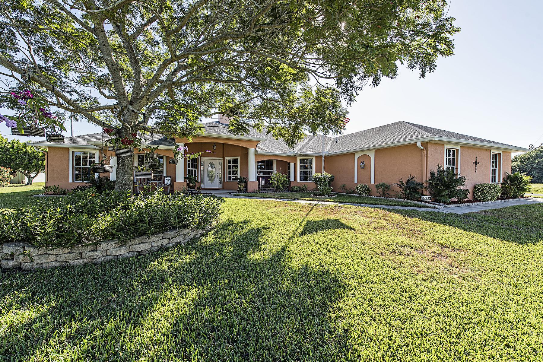 独户住宅 为 销售 在 CAPE CORAL 427 SE 23rd Ave 凯普珊瑚, 佛罗里达州 33990 美国