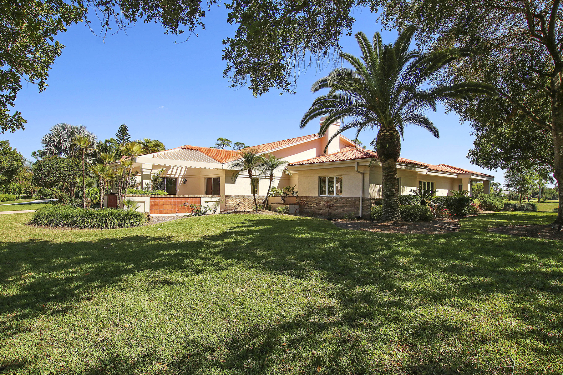 Single Family Homes 為 出售 在 THE FOREST - OAKS 16031 Forest Oaks Drive, Fort Myers, 佛羅里達州 33908 美國