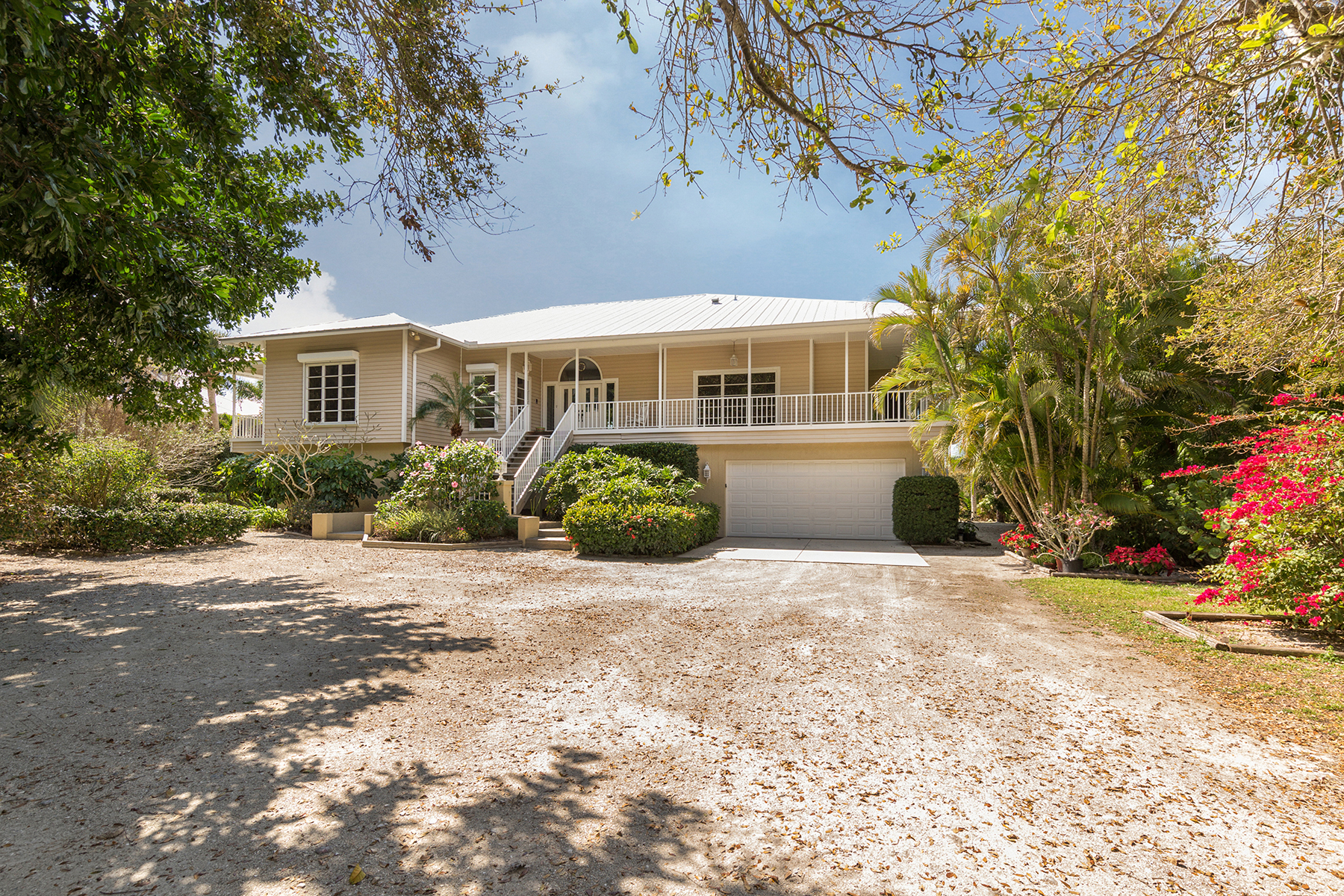 Single Family Home for Sale at VENICE ISLAND 938 Sunset Dr, Venice, Florida 34285 United States